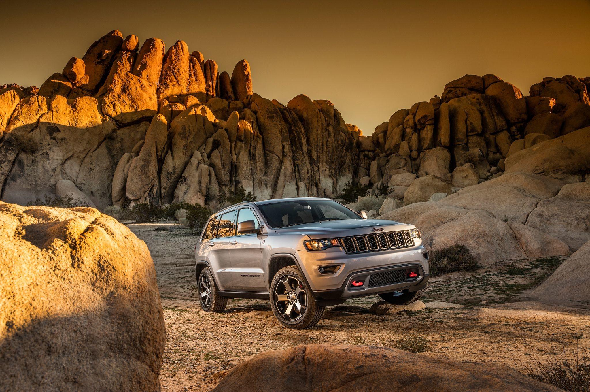2017 Jeep Grand Cherokee Trailhawk Front Three Quarter