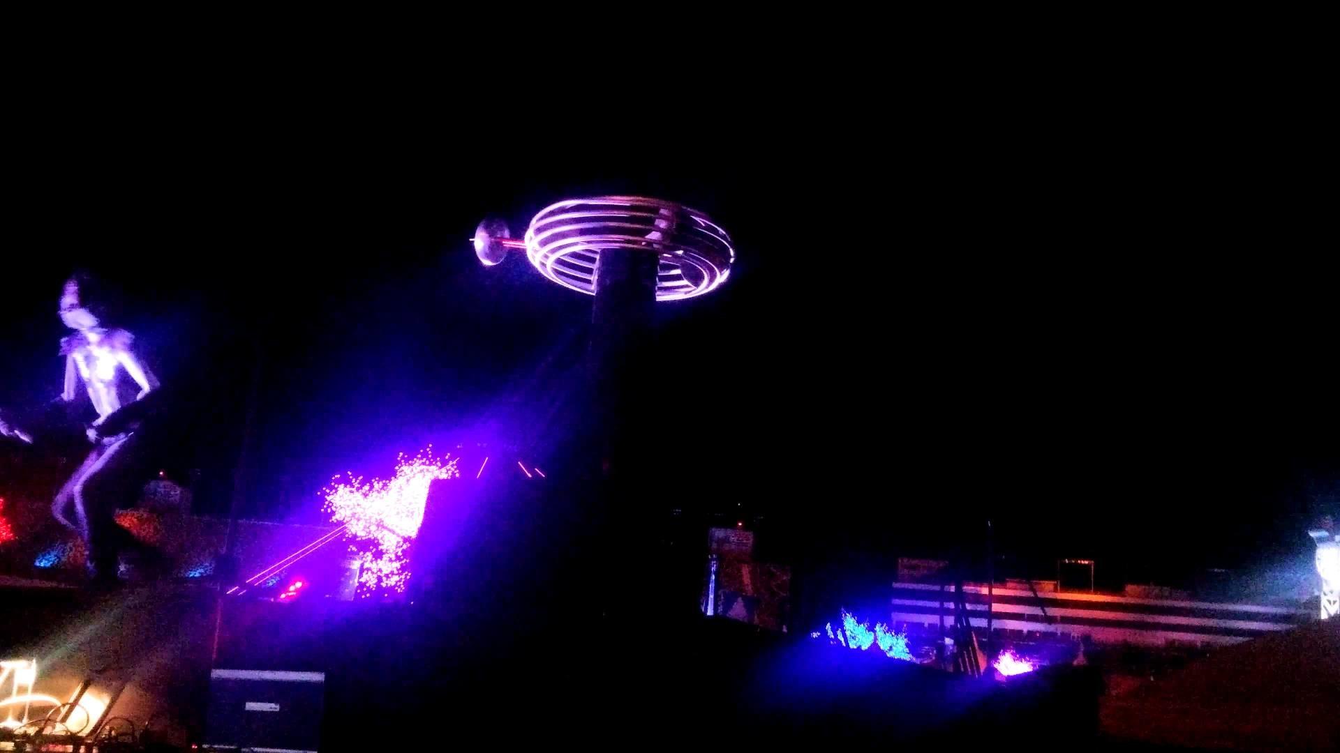 Edc Las Vegas 2015 tesla coil dancer 4k