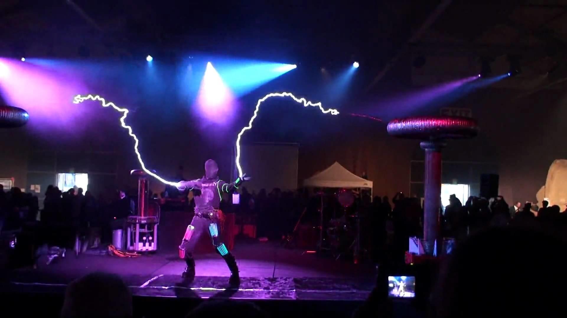 Tesla Coils – Arc Attack – Makers Faire 2010 – San Mateo – No. 6 – YouTube