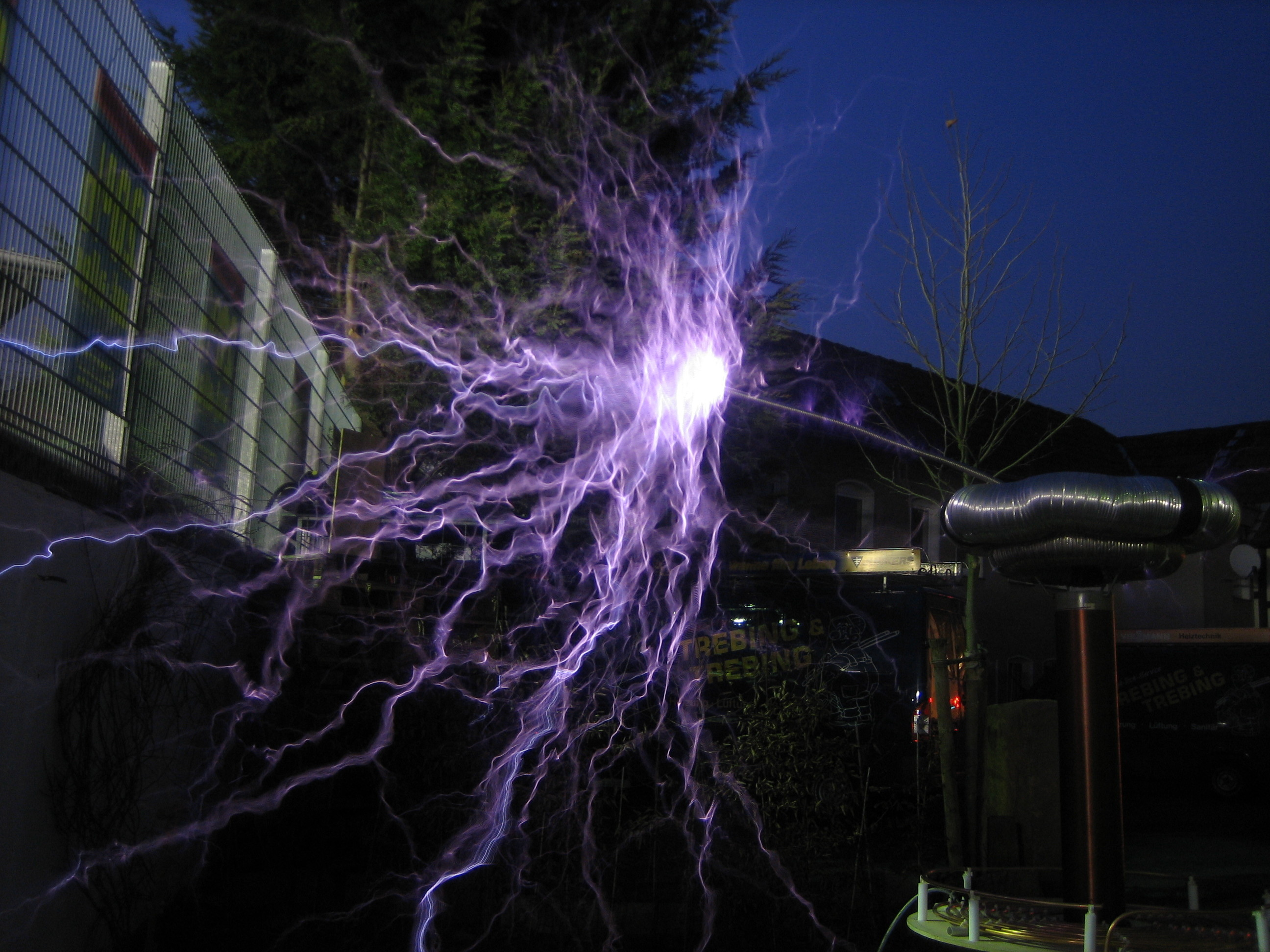 File:Tesla Coil 20mm electrode.JPG