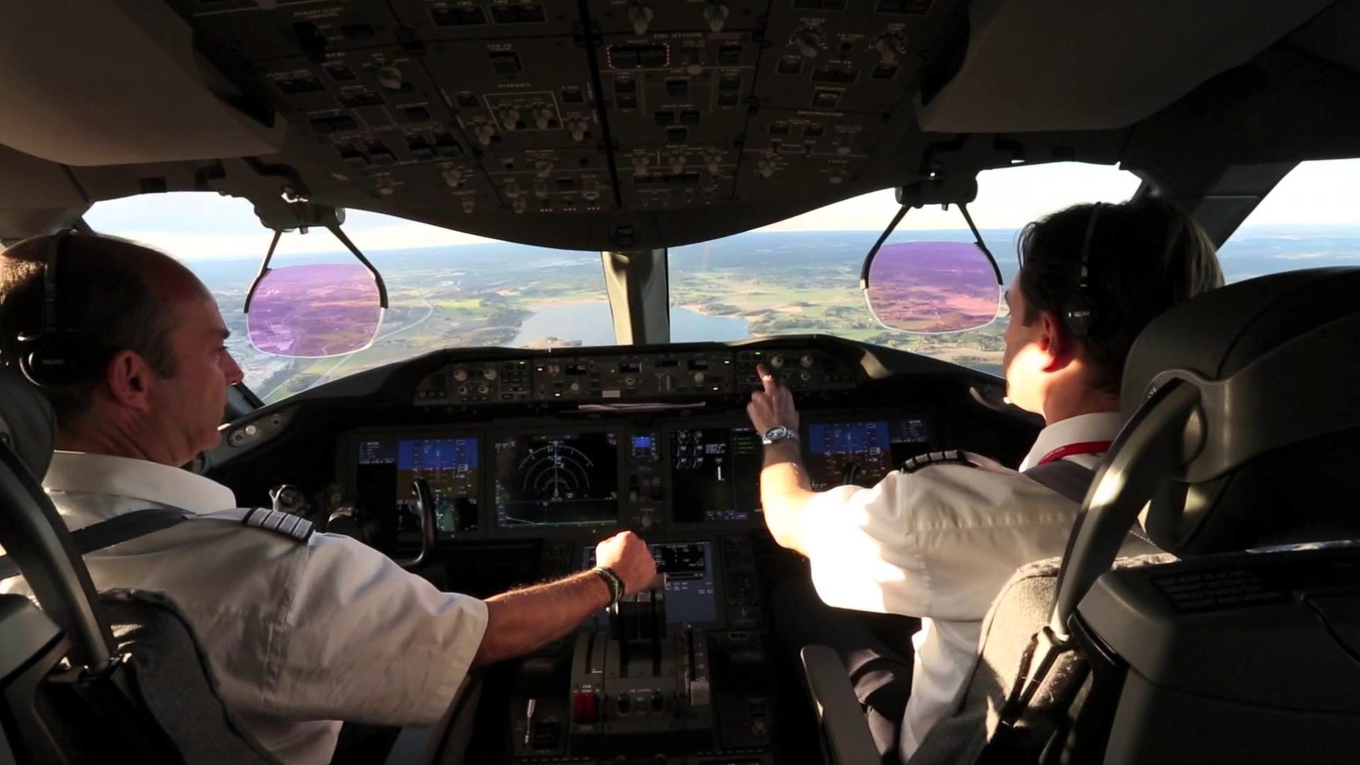 Cockpit View – Norwegian 787 Dreamliner Landing at Stockholm Arlanda –  YouTube