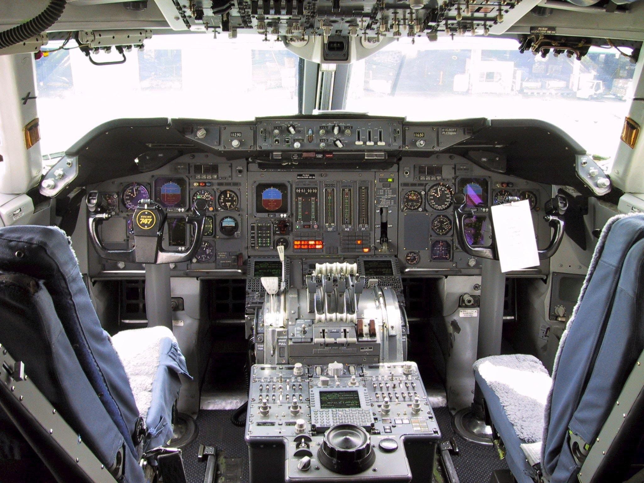 Upgraded KLM 747-306B cockpit