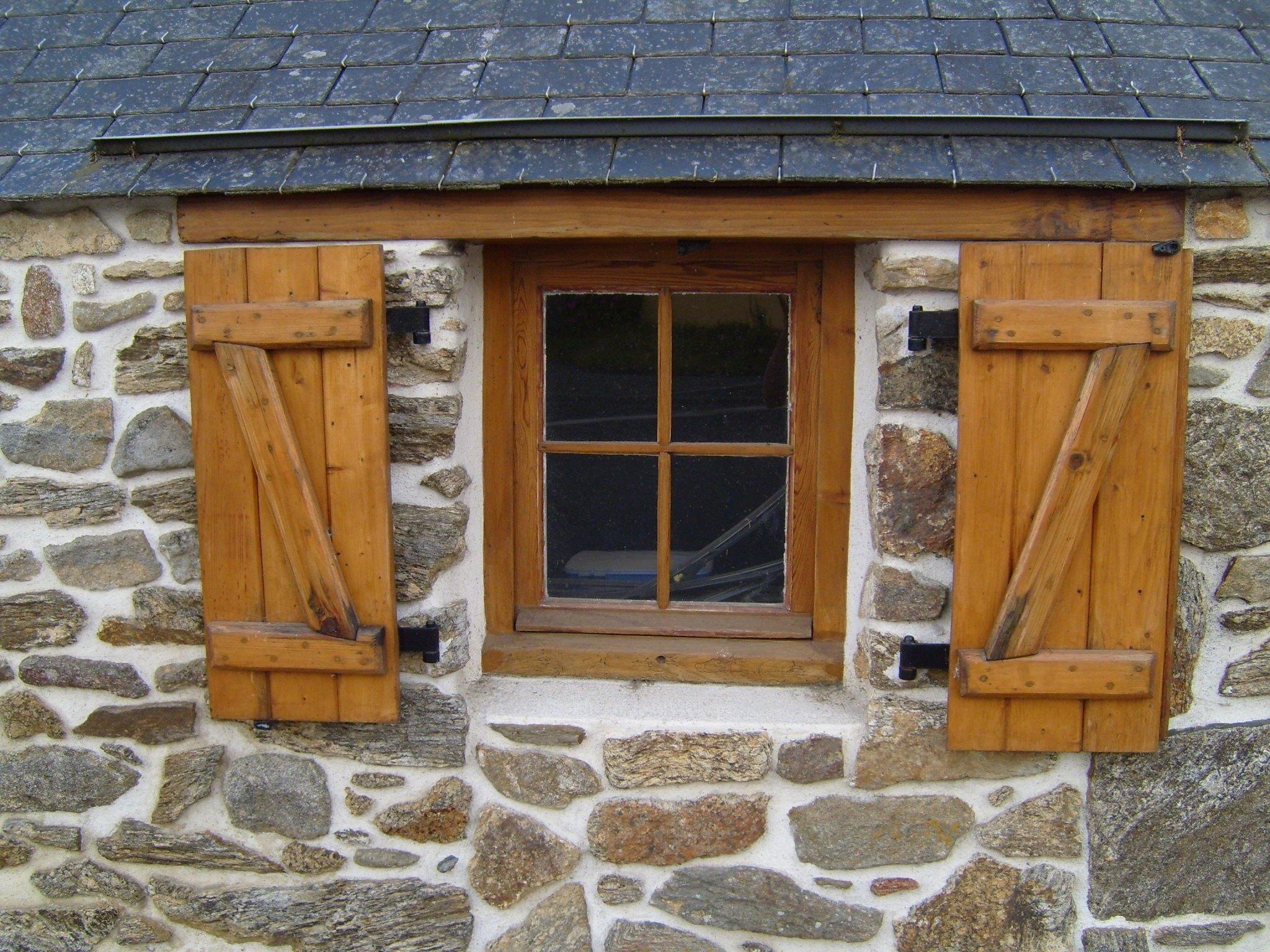 File:Old wooden window.jpg