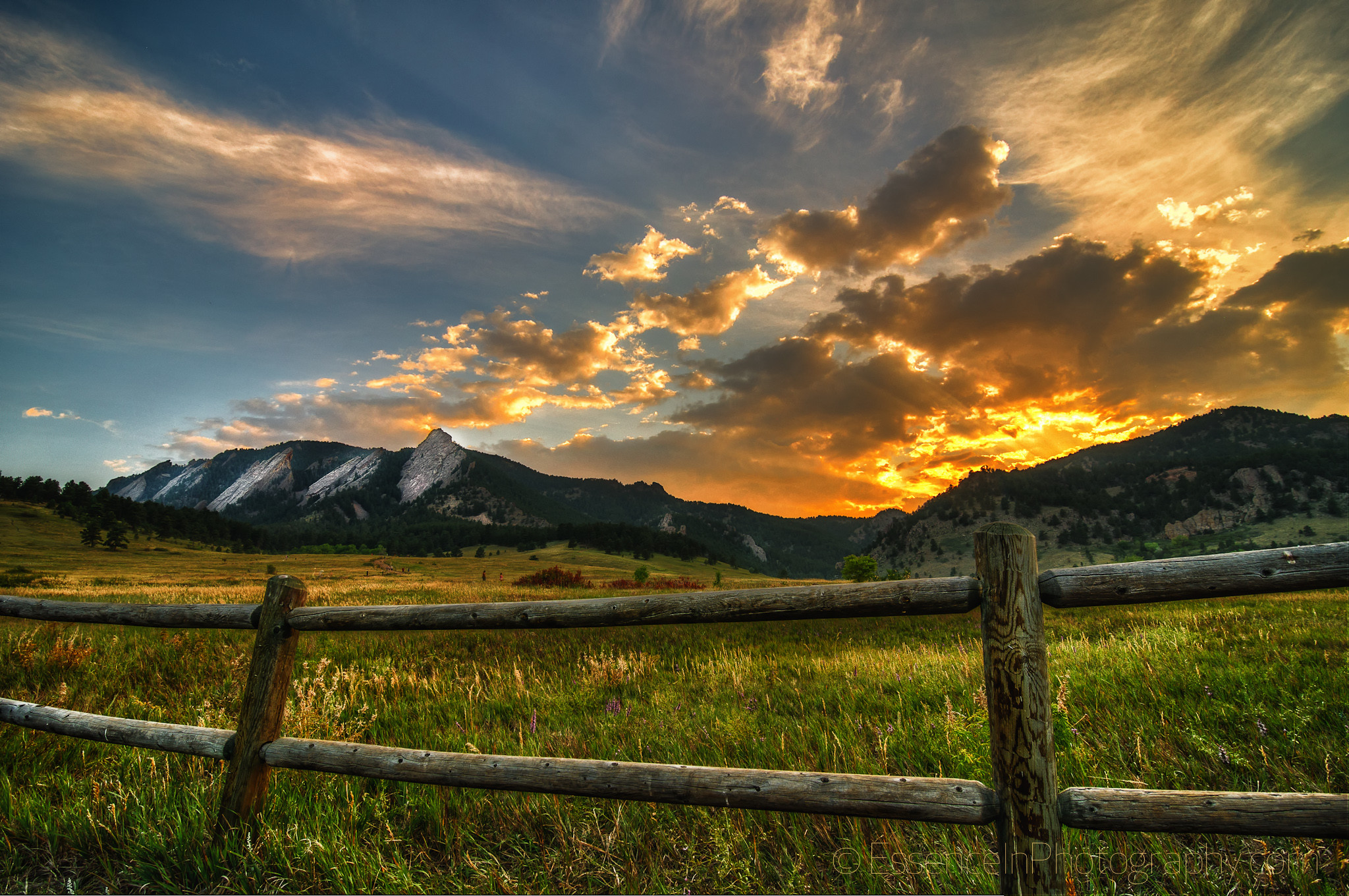 Flatirons at Sunset – Boulder, Colorado iPad 3 Wallpaper
