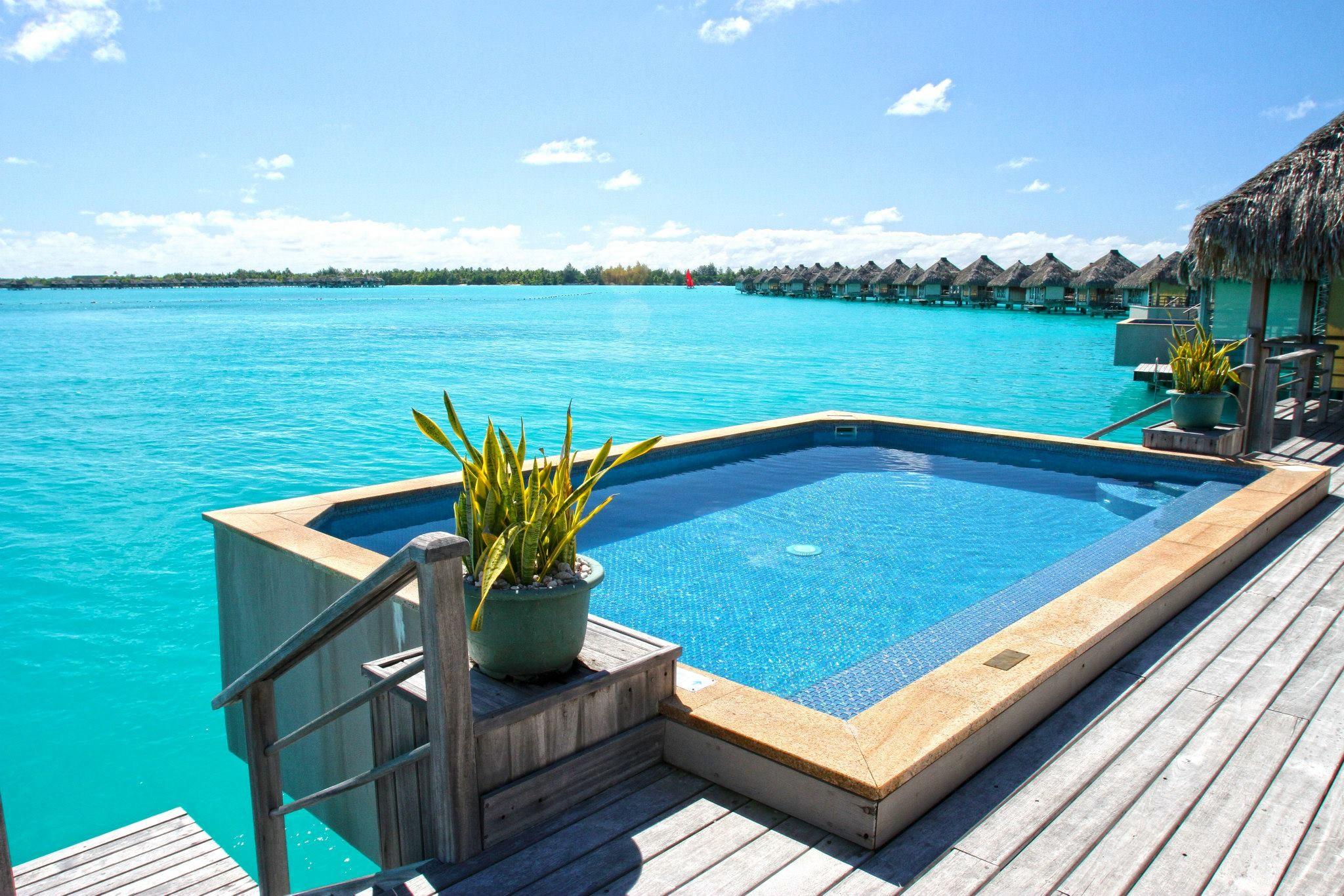 Bora Bora Four Seasons Pool