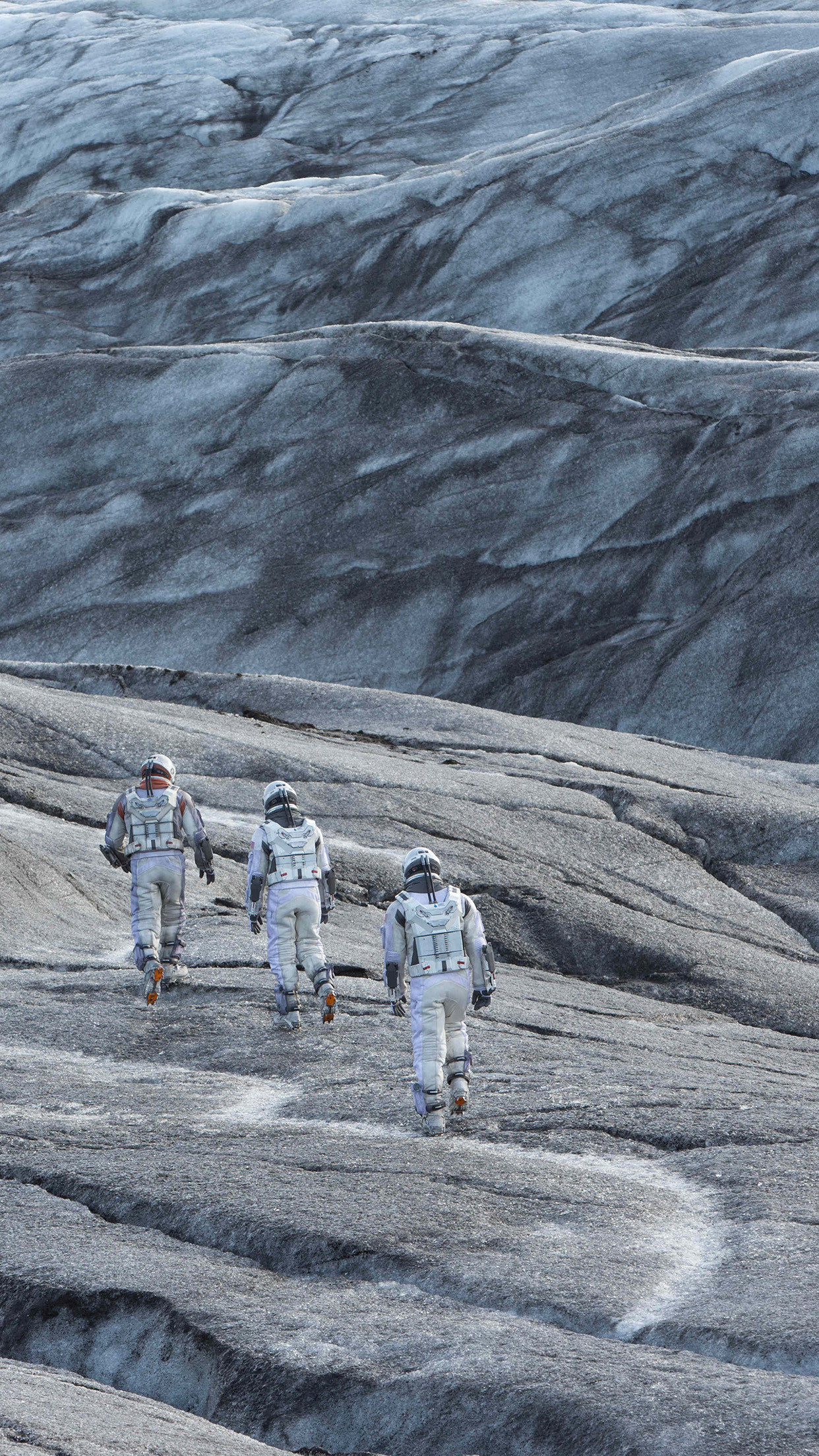 mann-interstellar-space-film-planet-34-iphone6-plus-