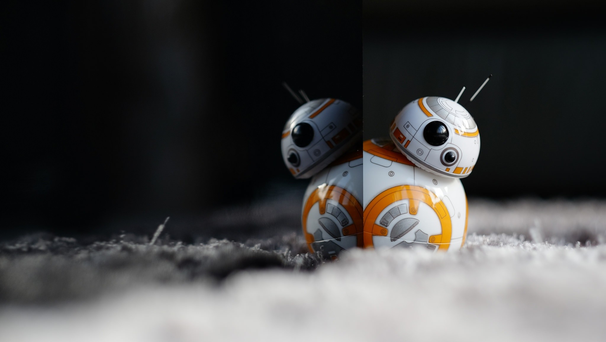 Man Made – Toy Reflection Star Wars BB-8 Droid Wallpaper