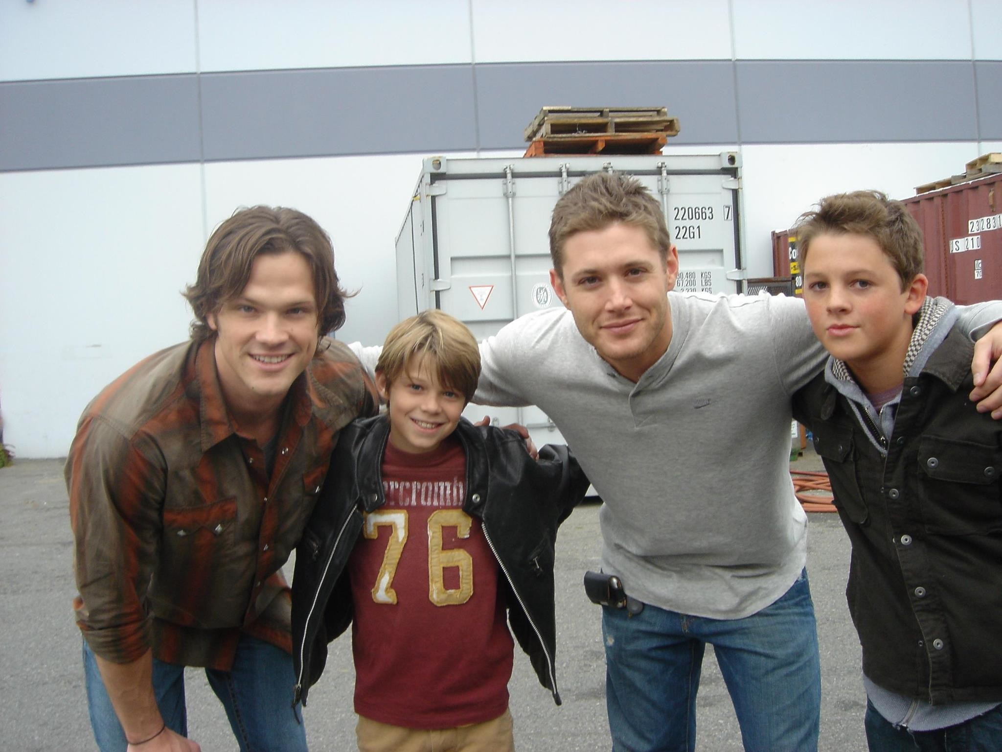 Image from  https://images6.fanpop.com/image/photos/34100000/Supernatural-Behind-The-Scenes- jared-padalecki-and-jensen-ackles-34107436-2048-1536.jpg.