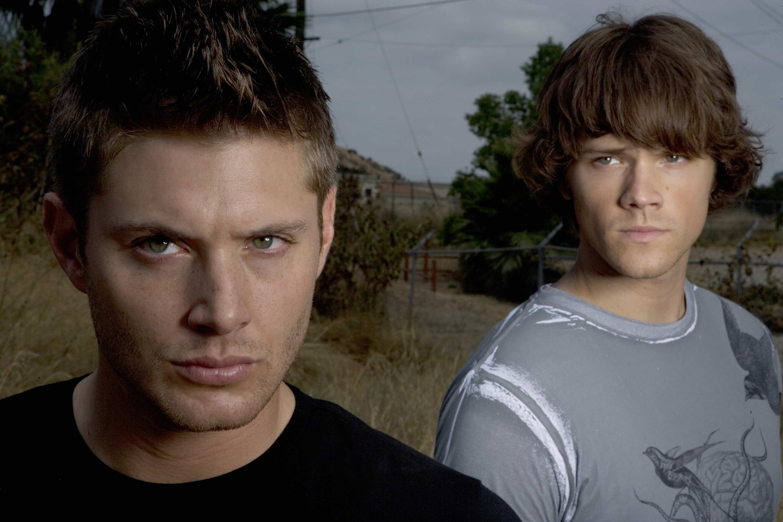 https://images6.fanpop.com/image/photos/34000000/Supernatural-season-2-jared- padalecki-and-jensen-ackles-34086117-3000-2000.jpg   Pinterest    Supernatural …