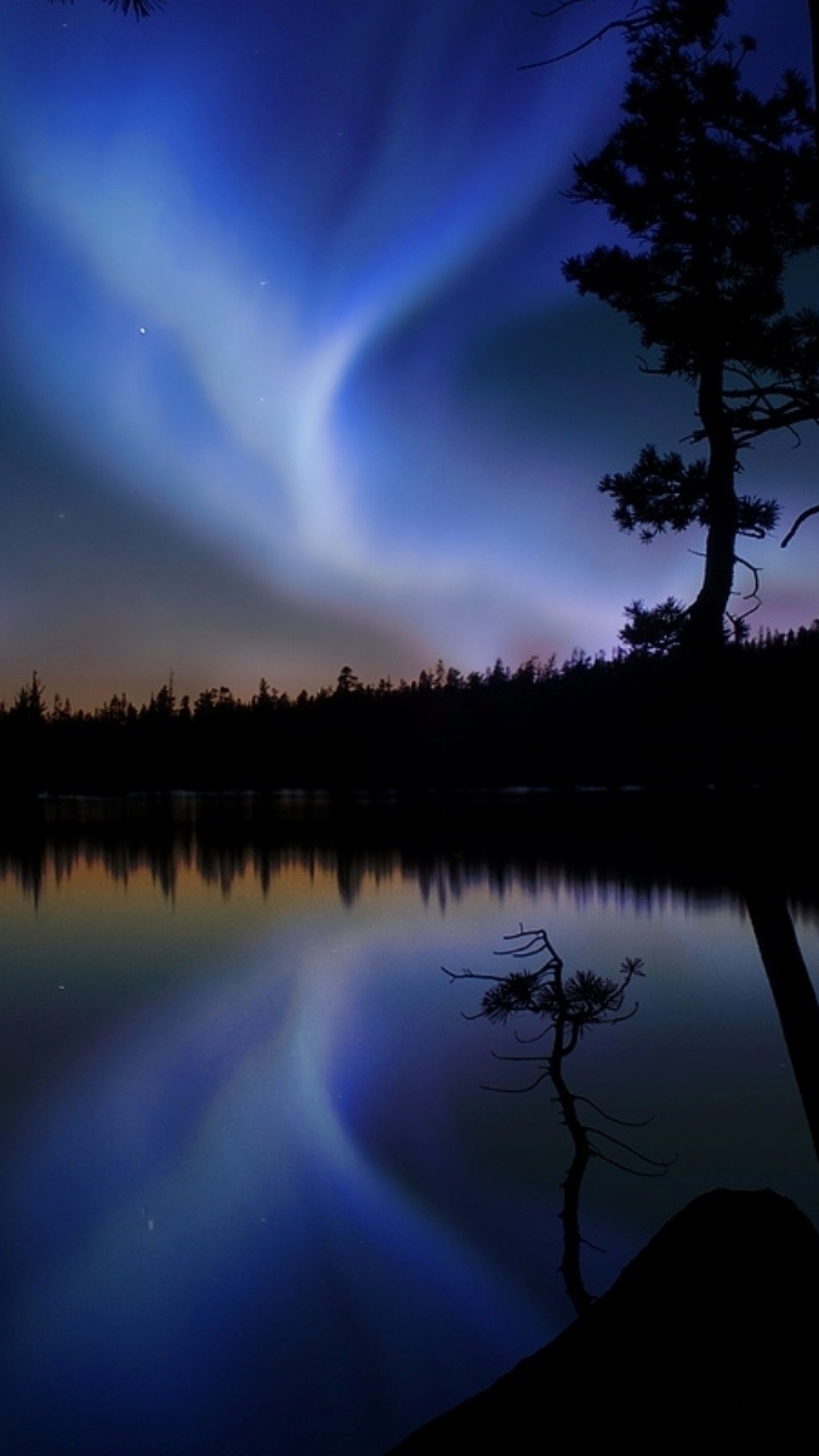 Preview wallpaper night sky, glow, light, lake, outlines 1440×2560