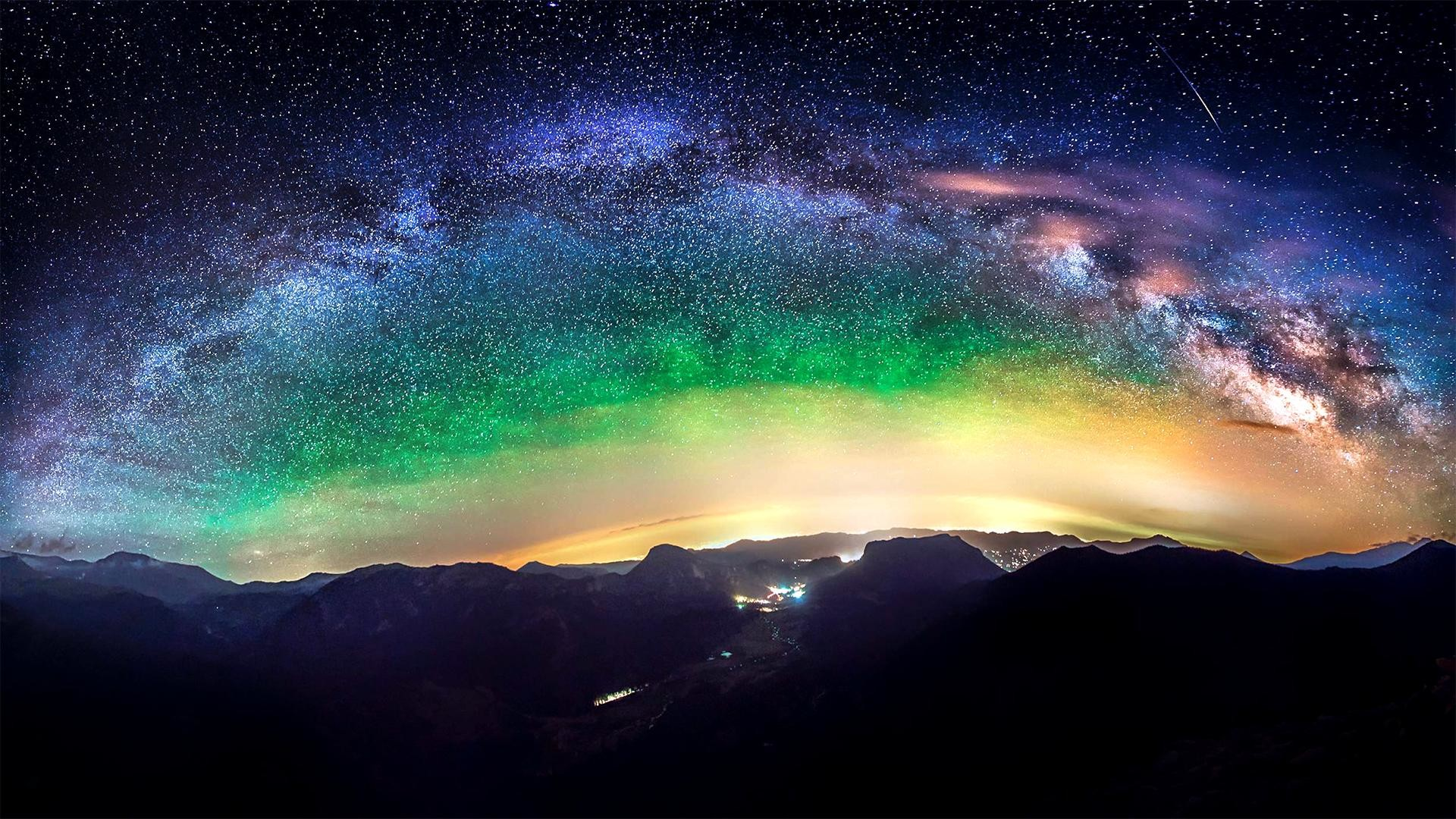 Milky Way over the Rocky Mountains (shot by /u/only_eats_plankton  from /r/SpacePorn) …