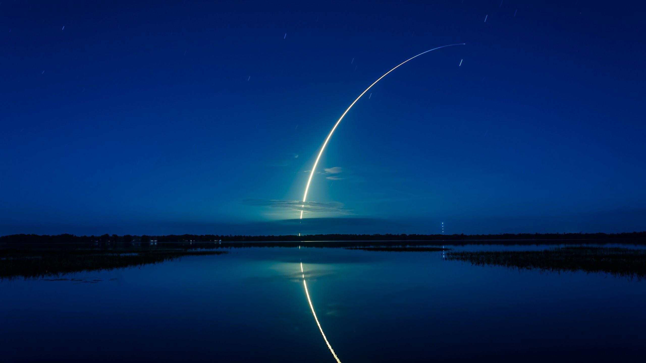Space / Falcon 9 rocket Wallpaper