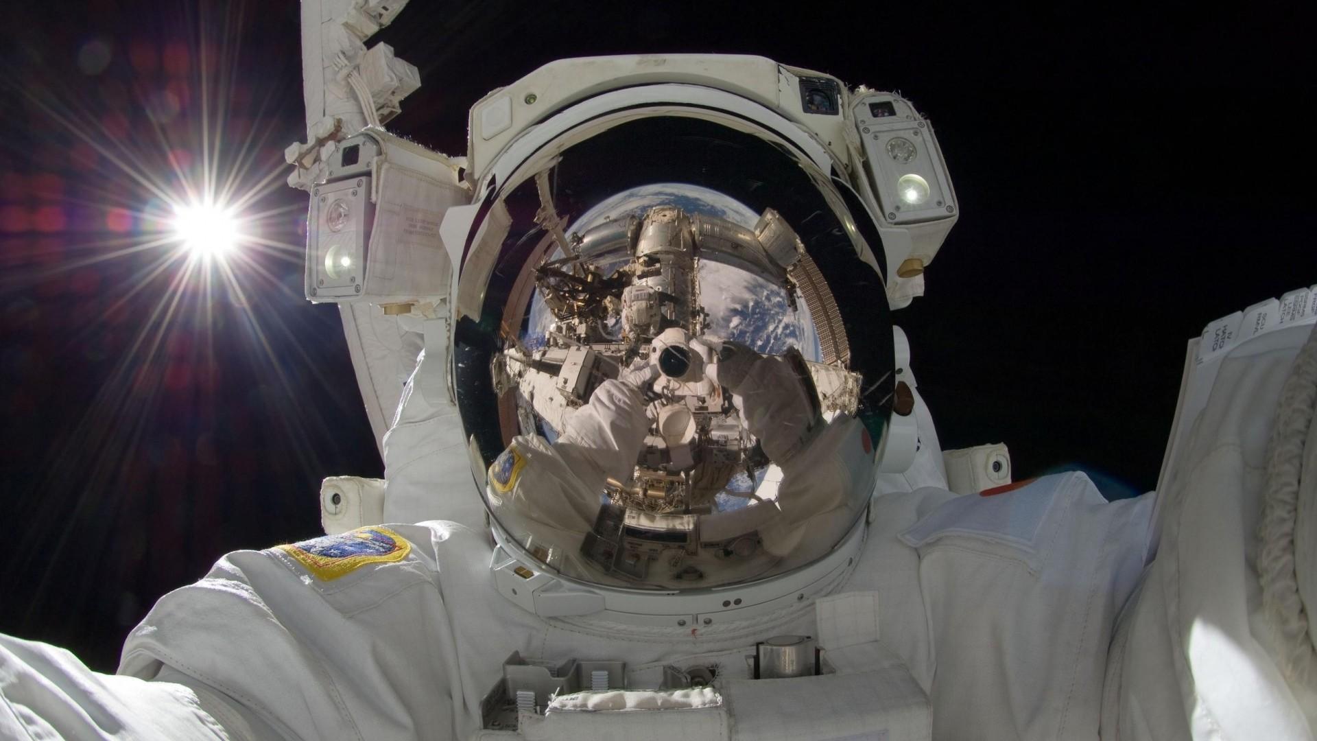 Preview wallpaper astronaut, suit, man 1920×1080