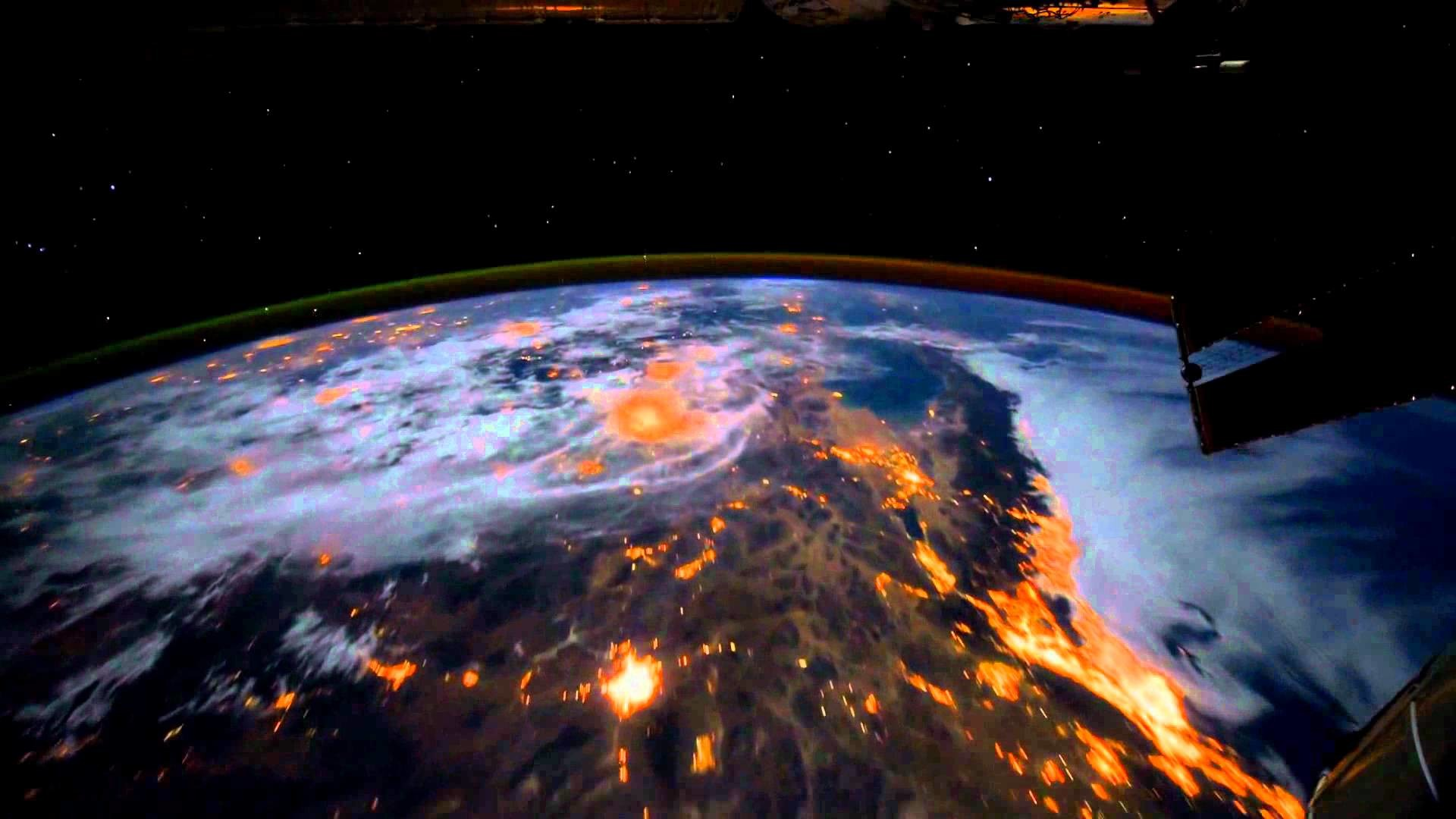 [Dreamscene] Animated Wallpaper – Earth View from the ISS – YouTube