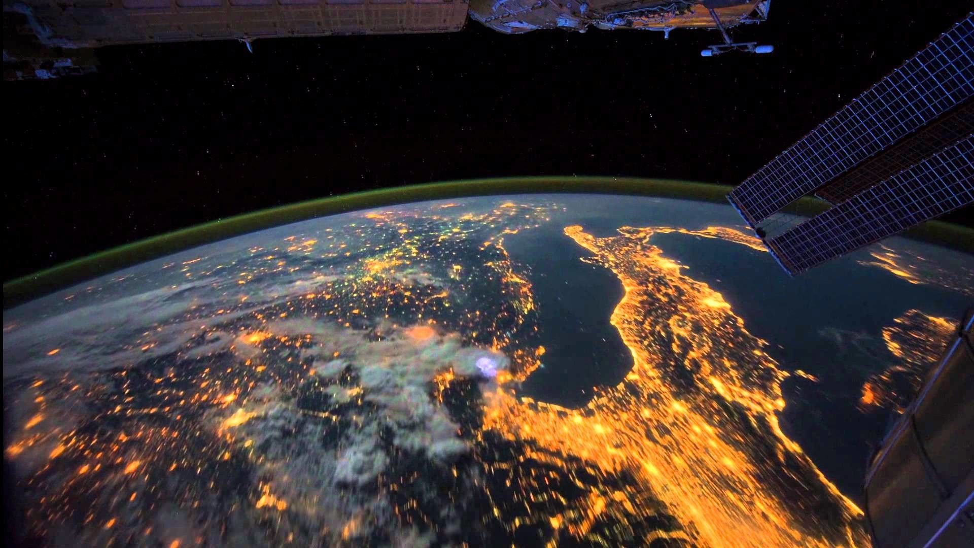 All Alone in the Night – Time-lapse footage of the Earth as seen from the  ISS – YouTube