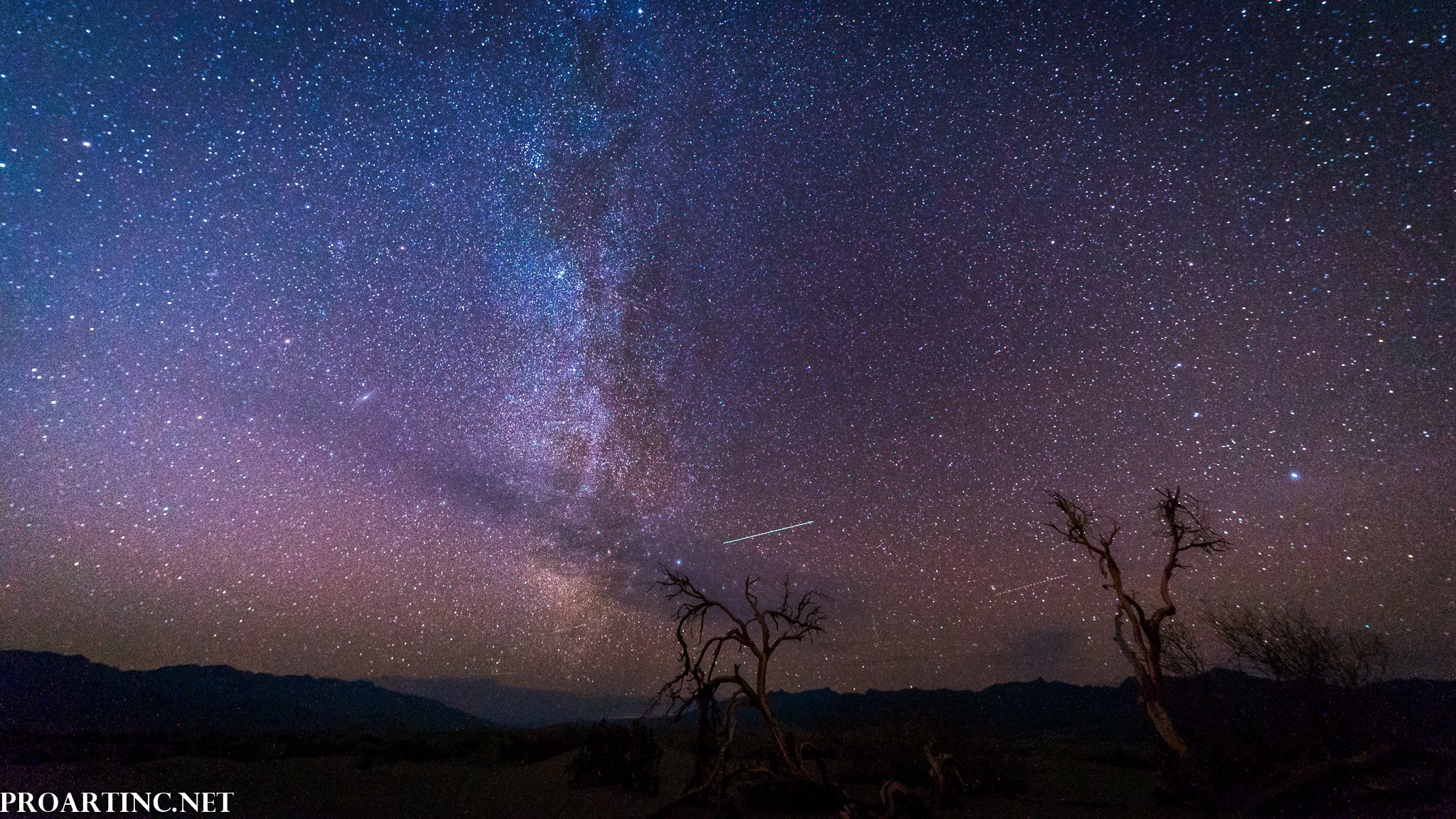 Milky Way at Mesquite Flat Sand Dunes, Death Valley National Park 8K/4K  Screensavers/Wallpapers
