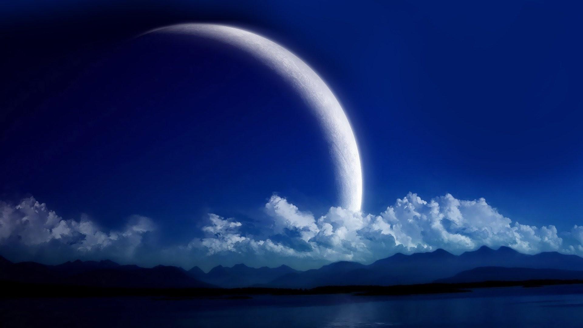 Crescent Moon HD Wallpaper.