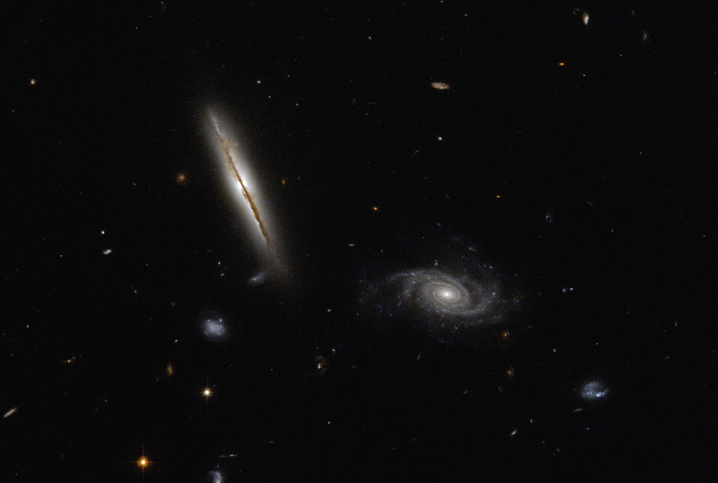 Hubble Space Telescope image of spiral galaxies LO95 0313-192 (left) and [