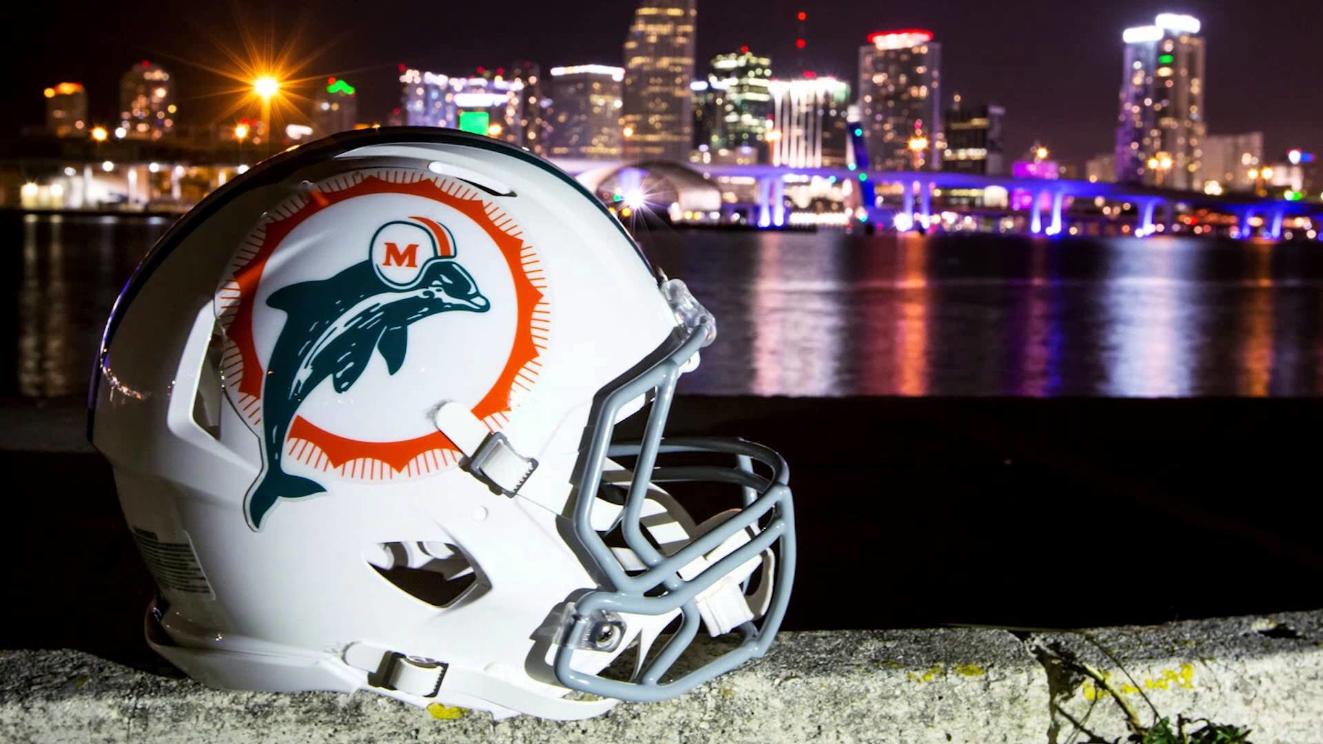 Dolphins.com. THE AUDIBLE: PREVIEWING SUNDAY'S GAME IN LONDON WATCH NOW
