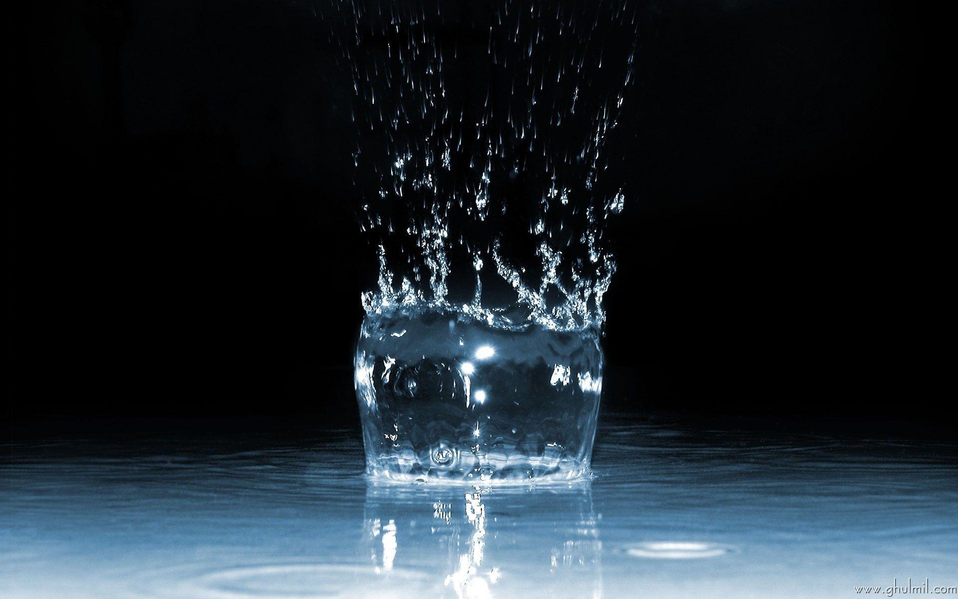 Water Drops HD Wallpaper