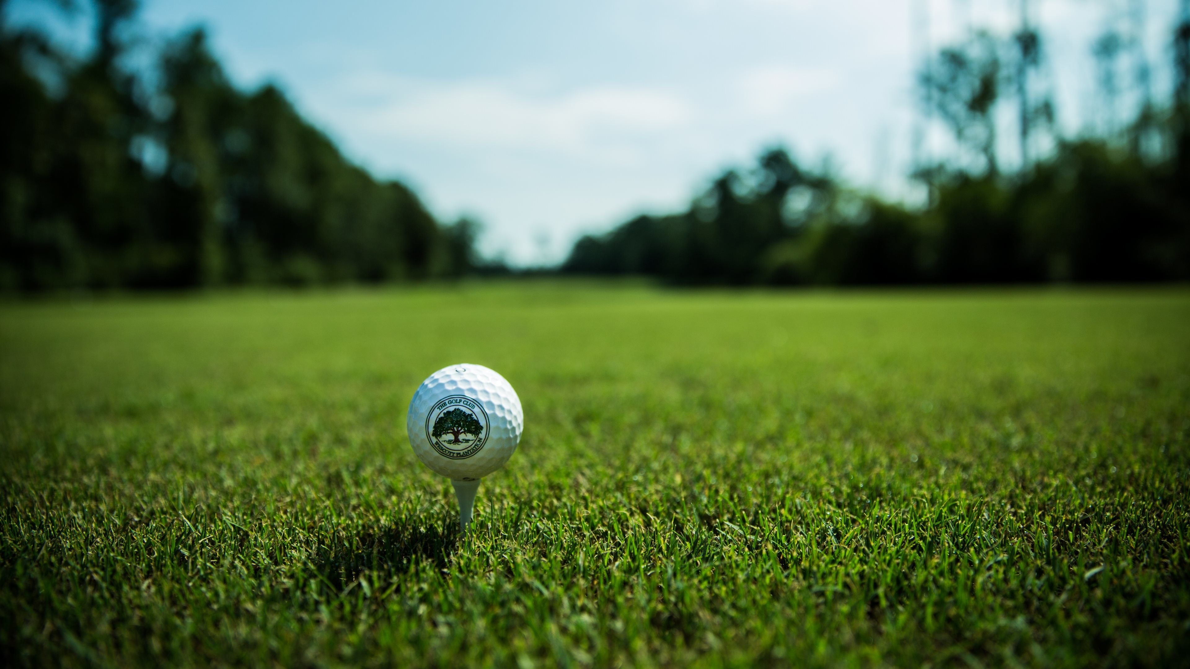 4K HD Wallpaper: The ball from the golf course