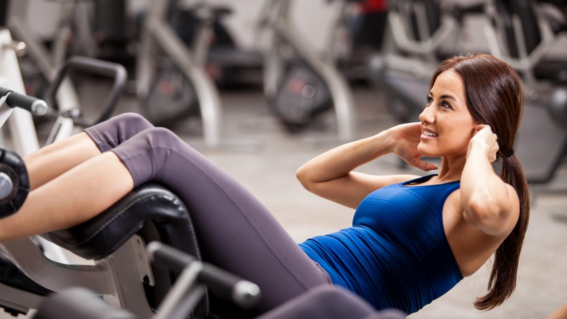 Girl shakes press, gym: