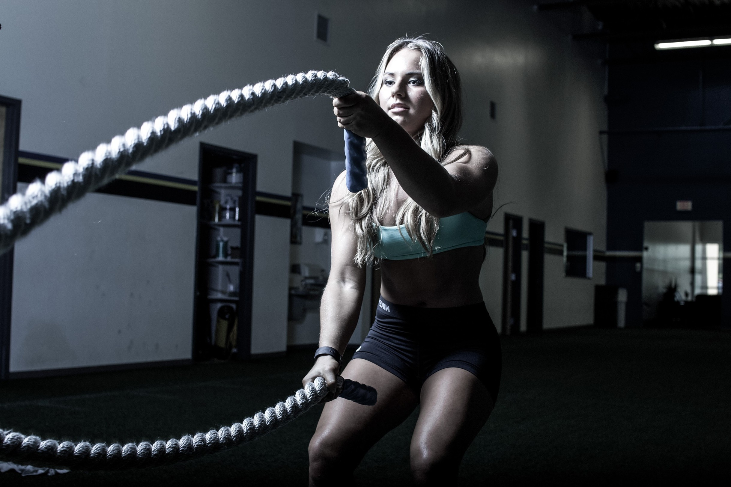 311701-fitness_model-ropes-working_out