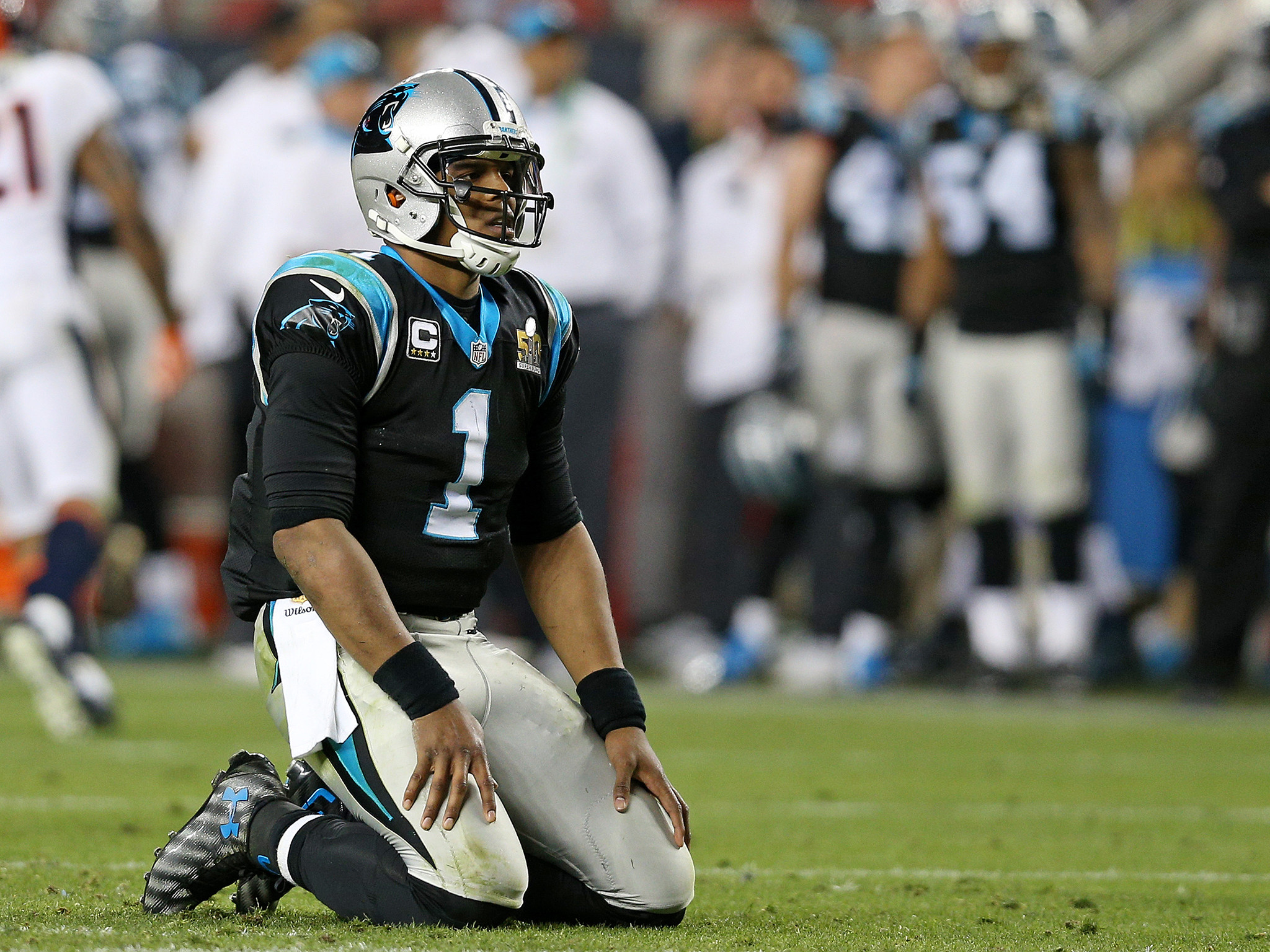 Cam Newton criticised for not jumping on ball following key Super Bowl 50  fumble   The Independent