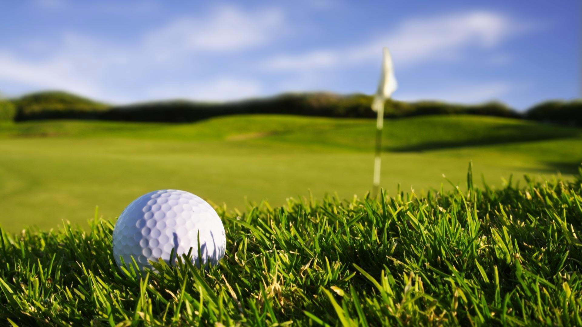 Closeup-Golf-Ball-Over-%E2%80%93-1080p