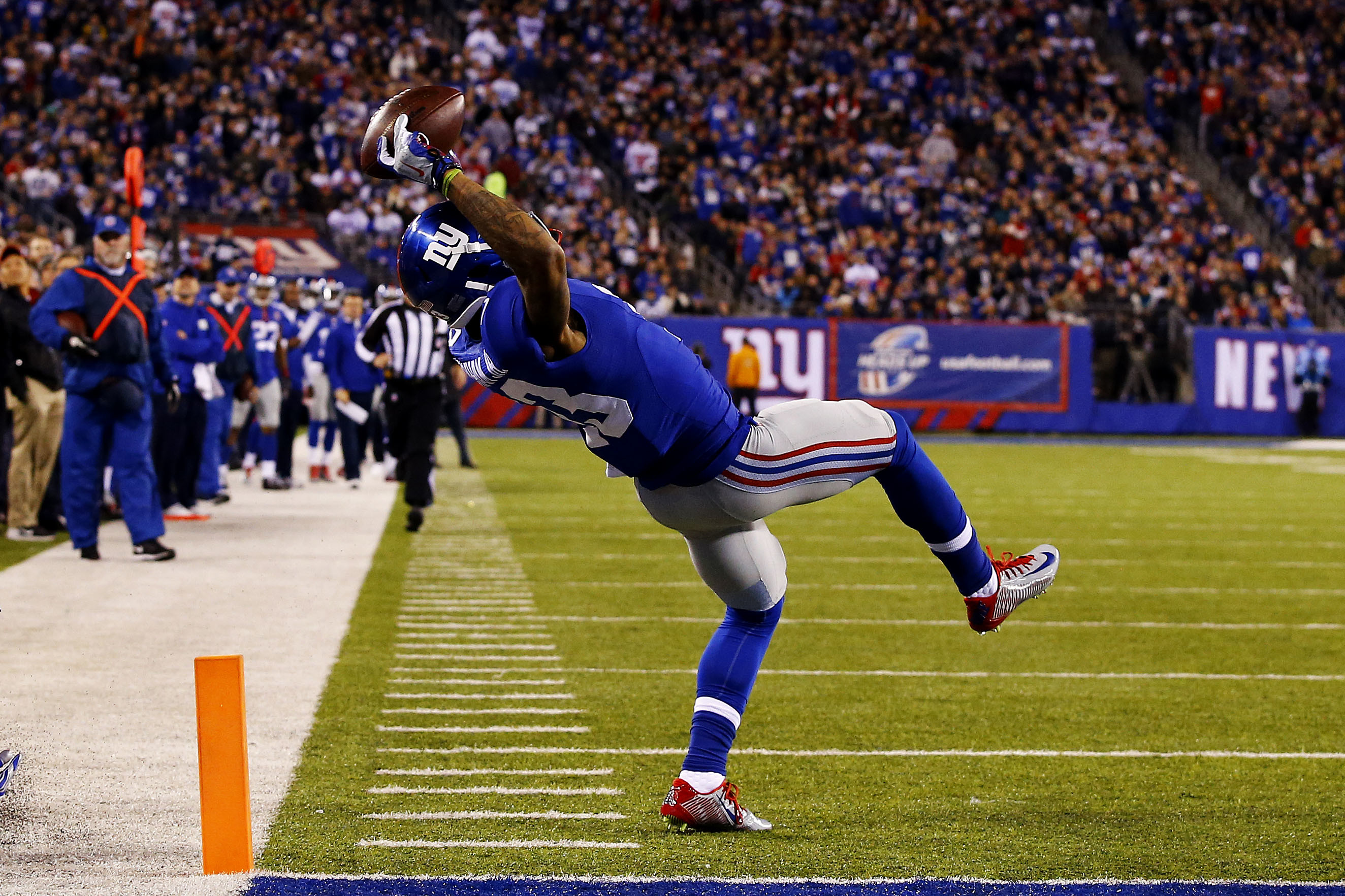 Odell Beckham Jr. celebrates historic catch with pizza party | Page .