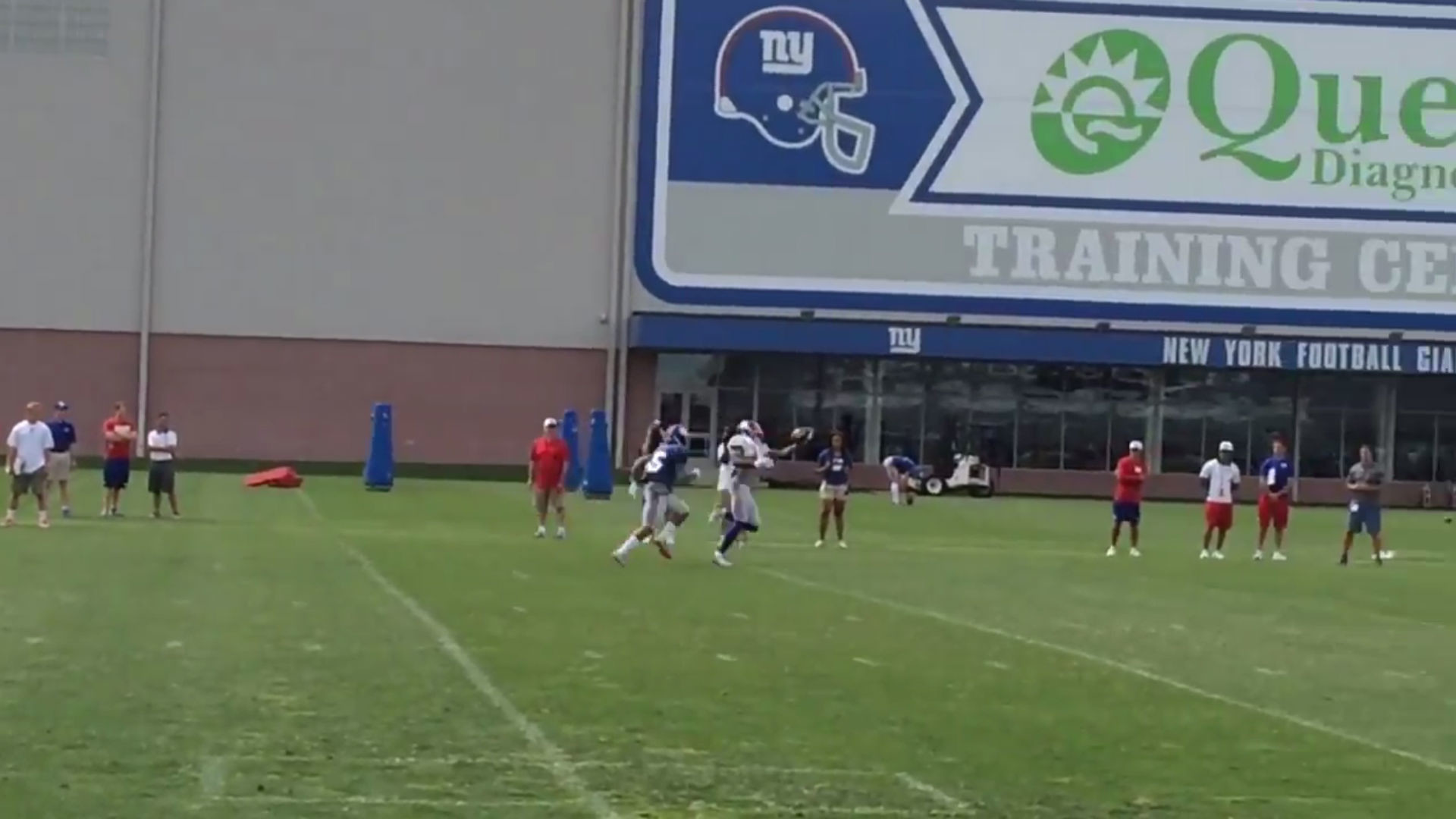 Odell Beckham Jr. is back making one-handed catches at Giants camp | NFL |  Sporting News