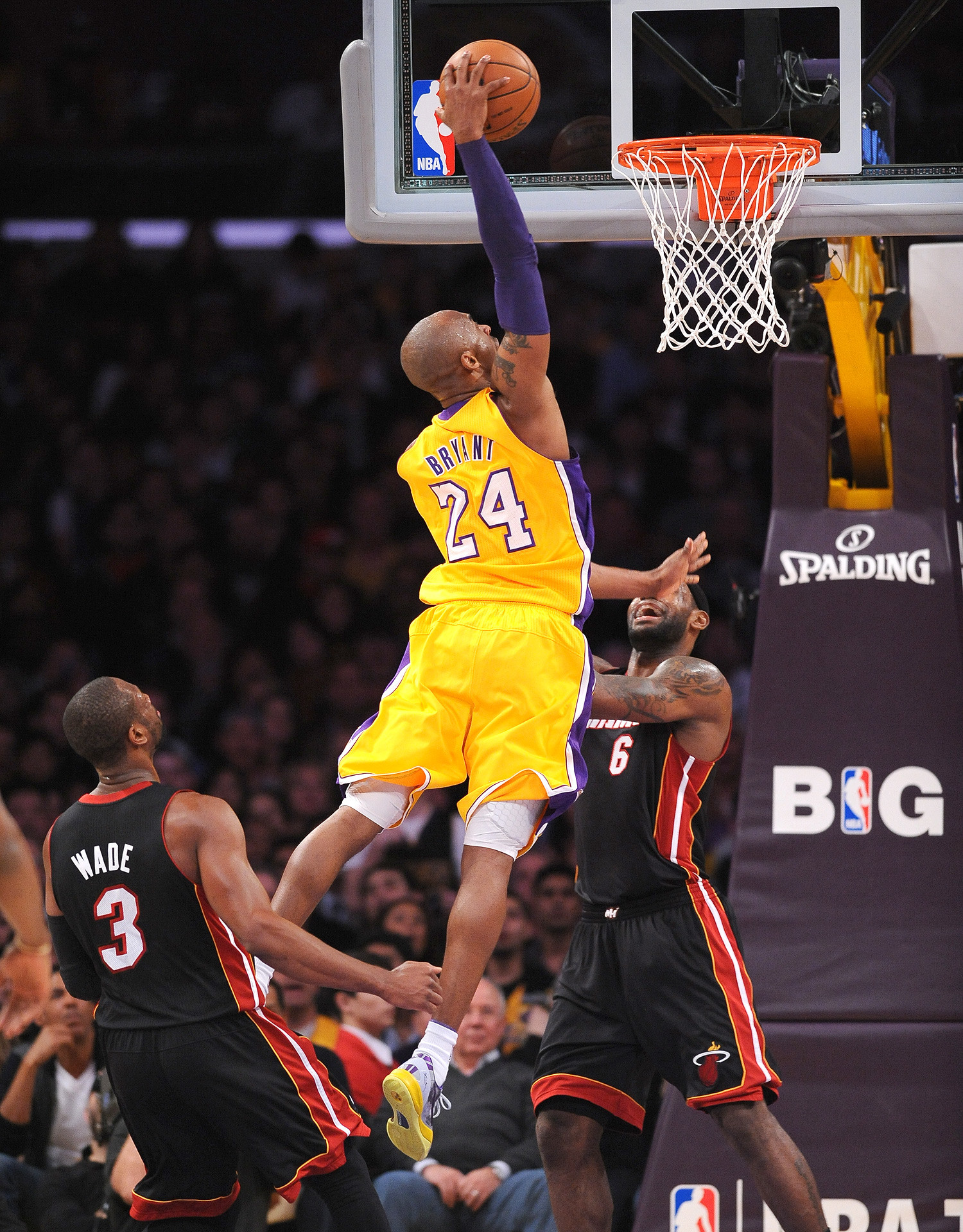 Kobe-Bryant-Wallpaper-Dunk-11