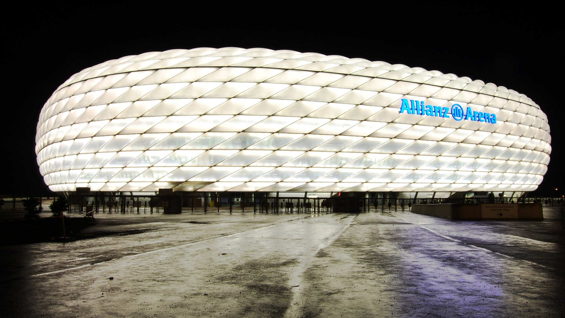 Allianz Arena is also home to two of the established football clubs of  Germany, namely FC Bayern Munich and TSV 1860 Munchen. The Allianz Arena is  also