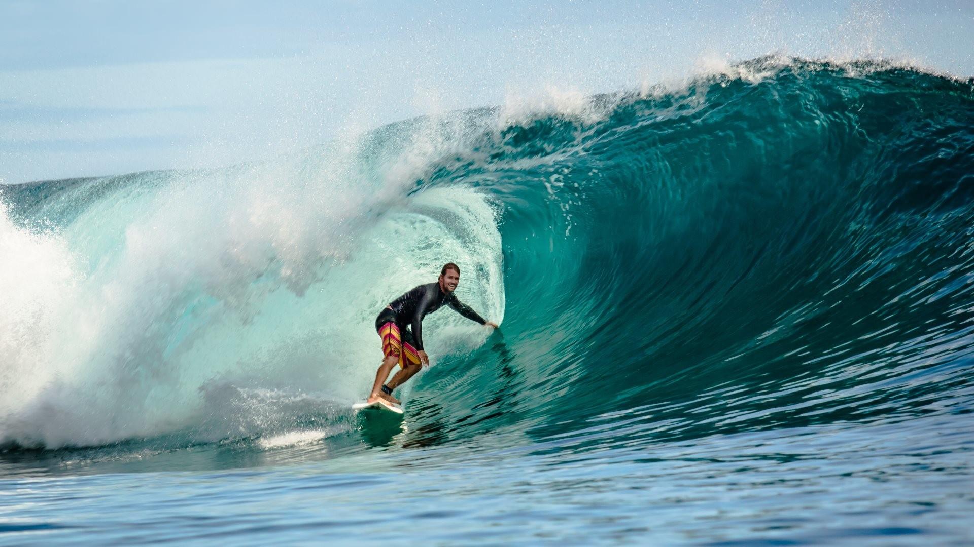 4K HD Wallpaper: Surfing