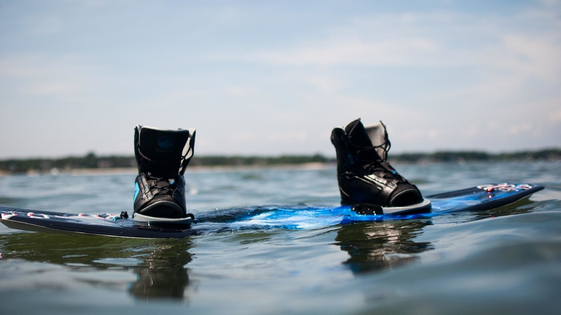 Water shoes reflections blue skies wakeboard sea wallpaper   (60309)