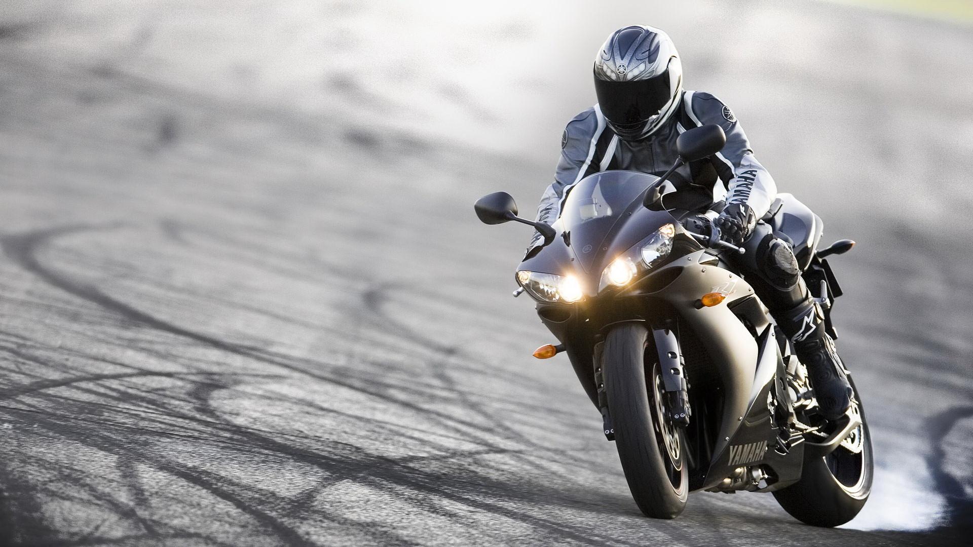 Yamaha Bike Wallpapers : Get Free top quality Yamaha Bike Wallpapers for  your desktop PC background