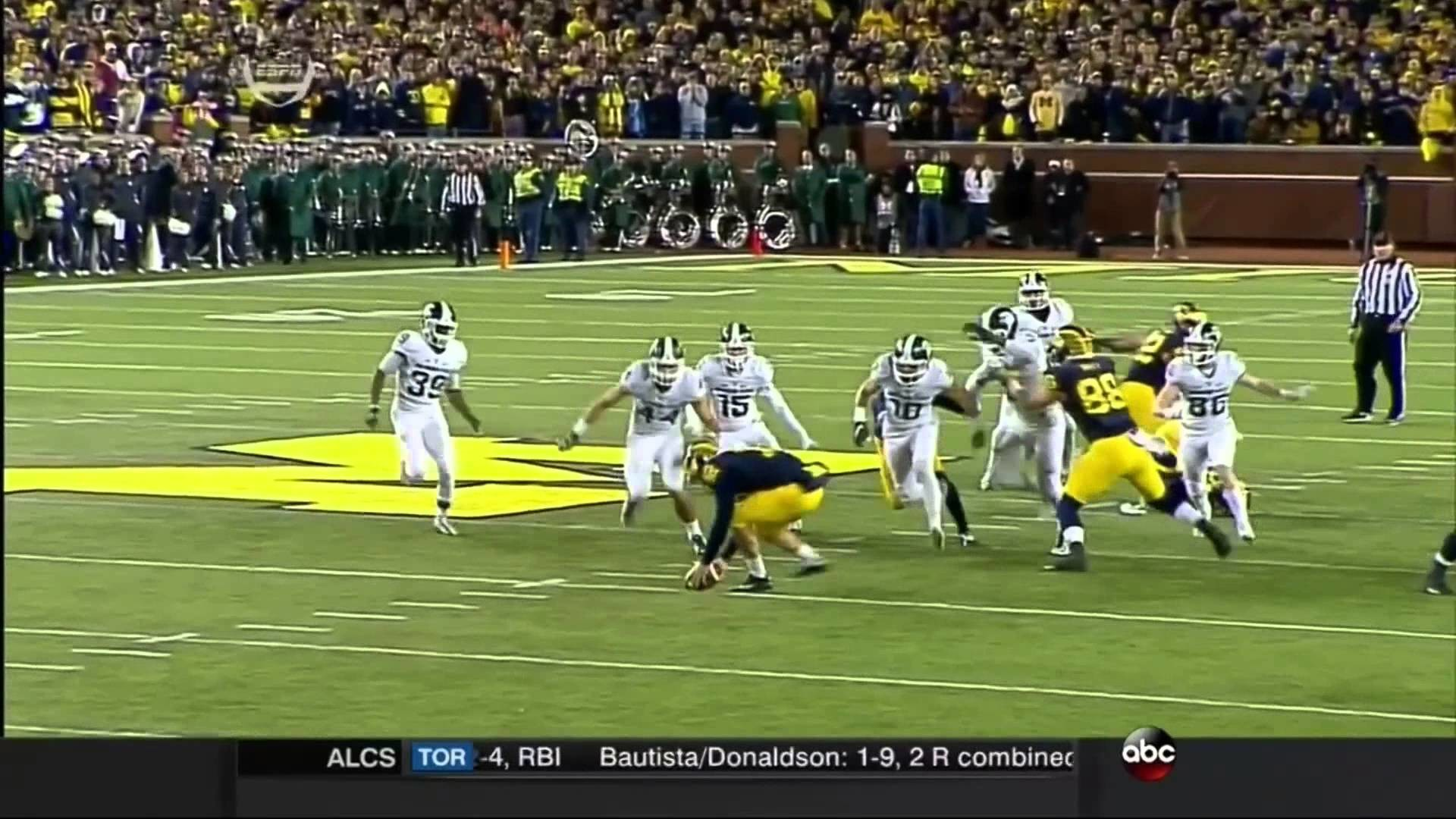 Michigan State Spartans beat Michigan Wolverines on Crazy Last Play –  YouTube