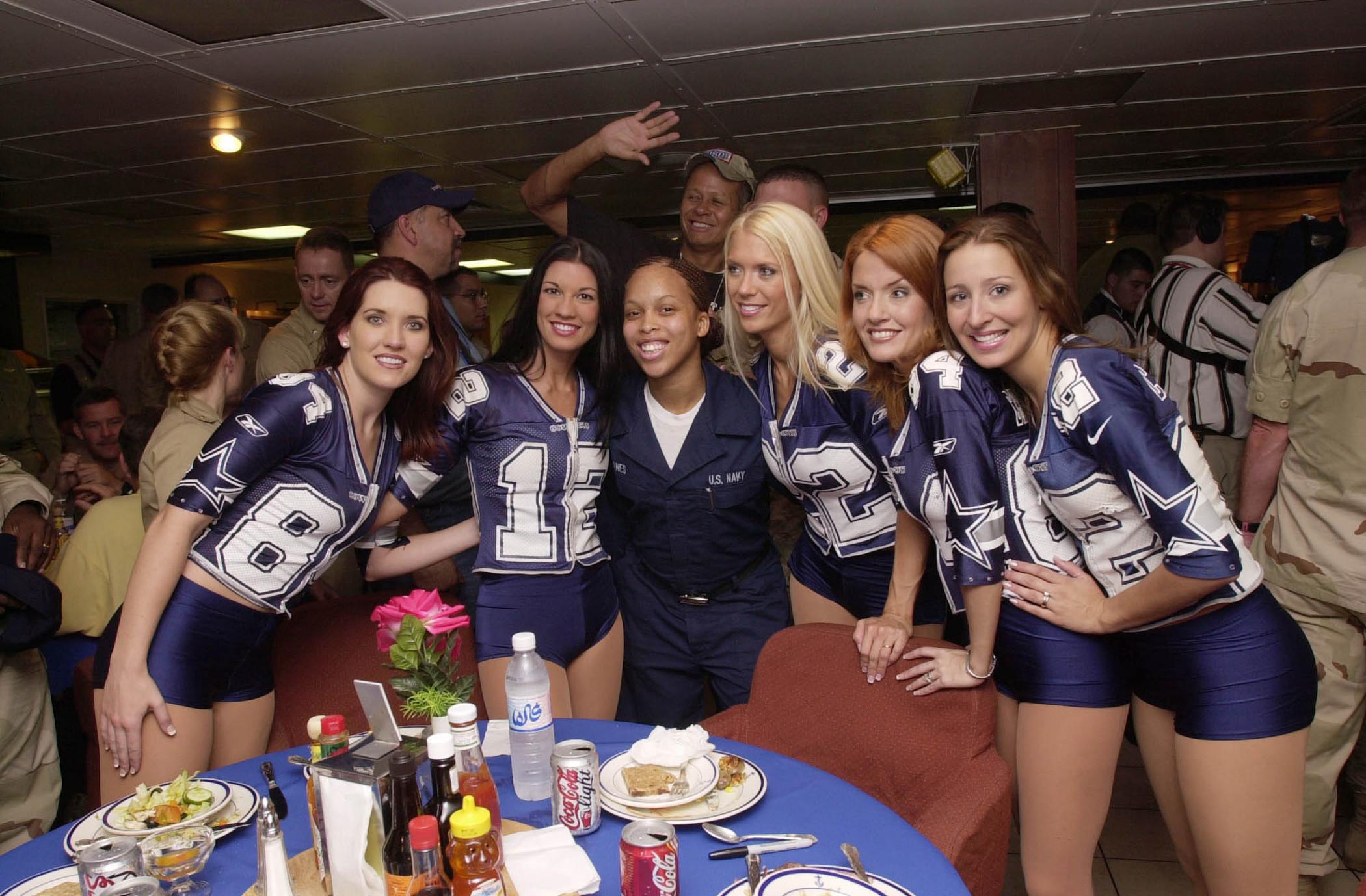 File:Dallas Cowboy Cheerleaders.jpg