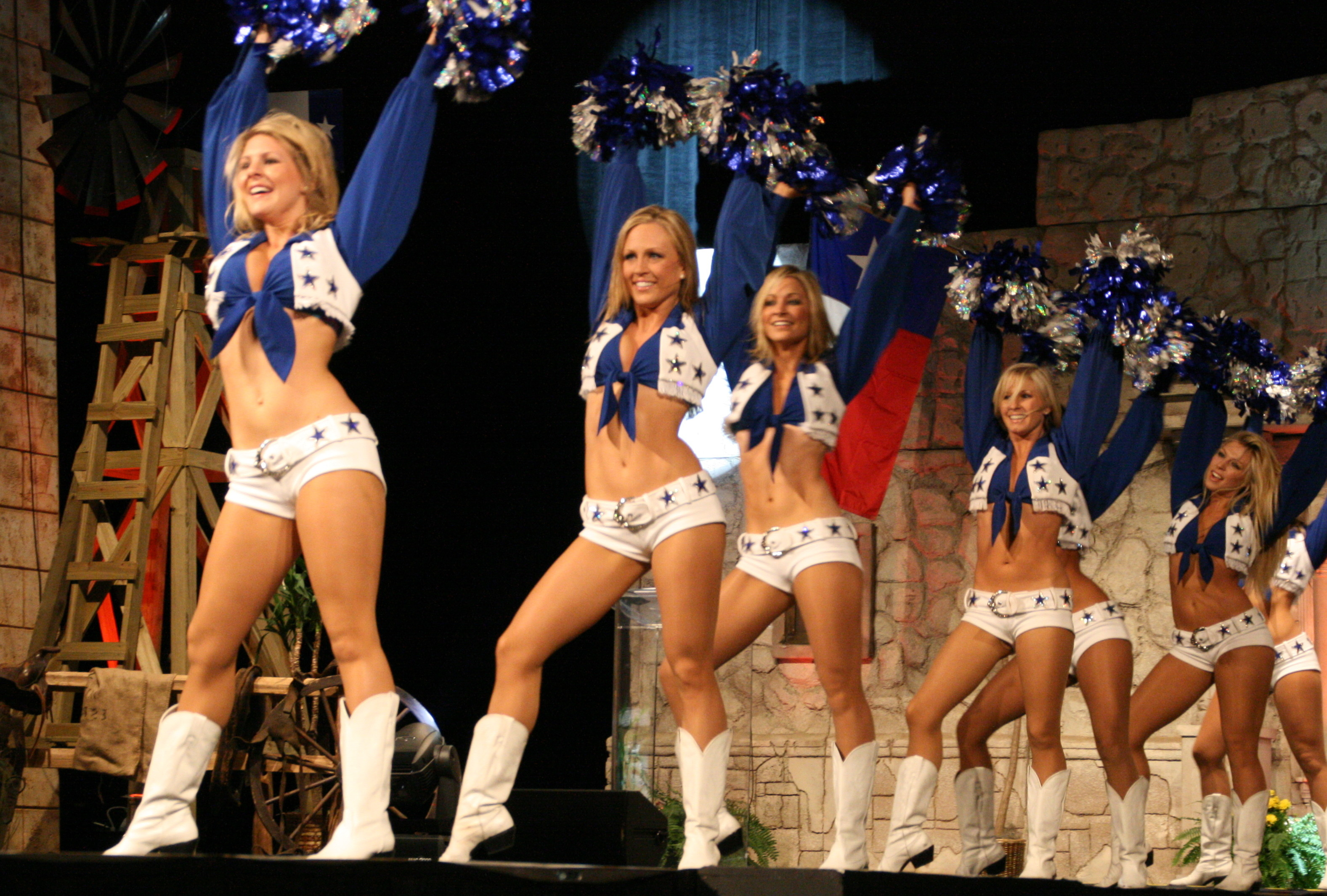 File:Dallas Cowboy Cheerleaders 4.jpg
