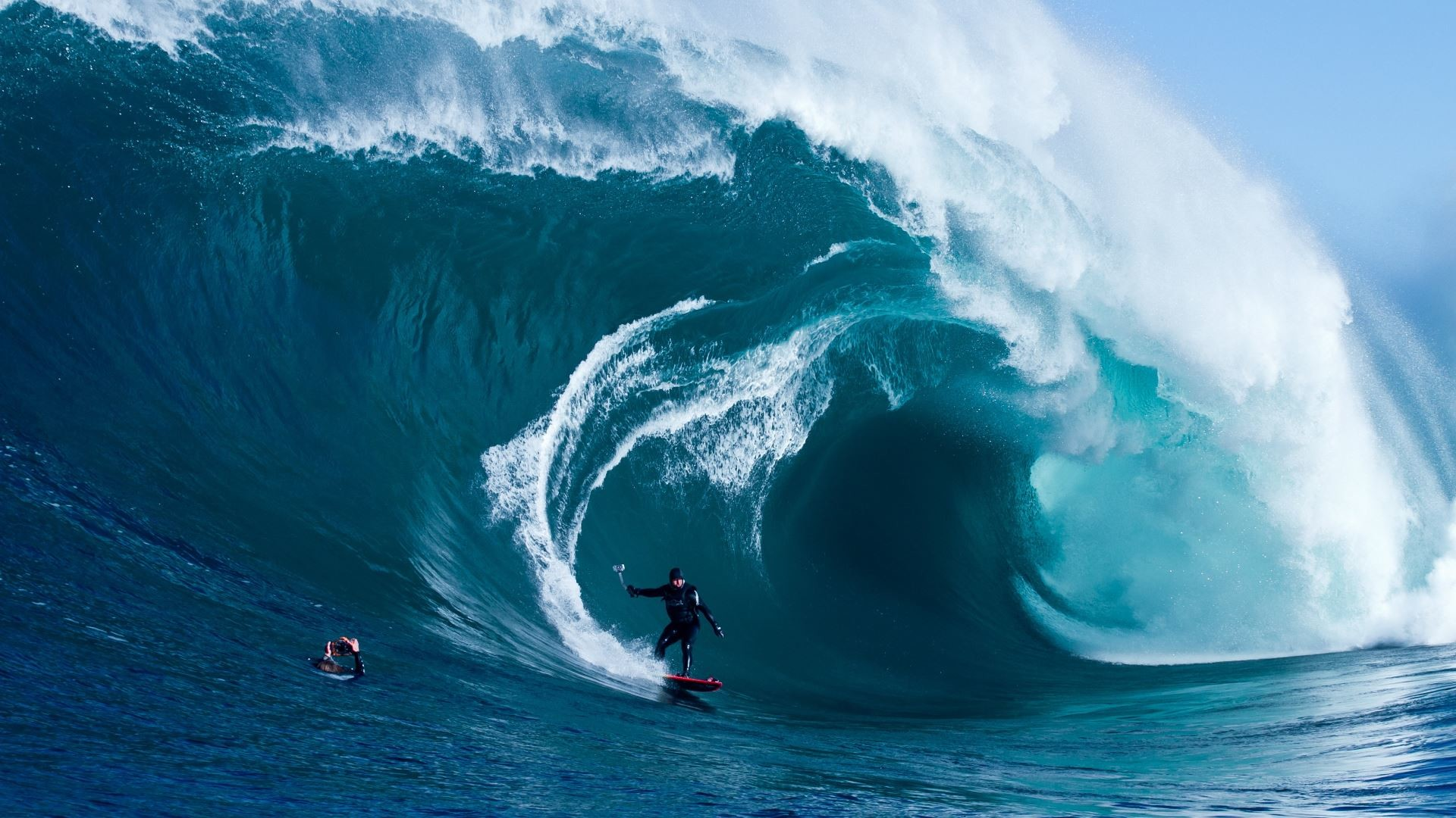 Very extreme surfing, huge waves – HD wallpaper download .