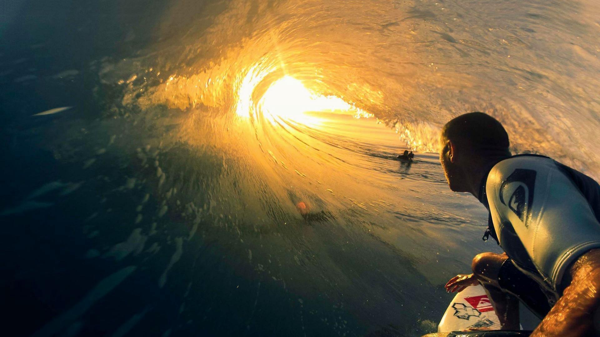 9. surfing-desktop-wallpaper9-600×338