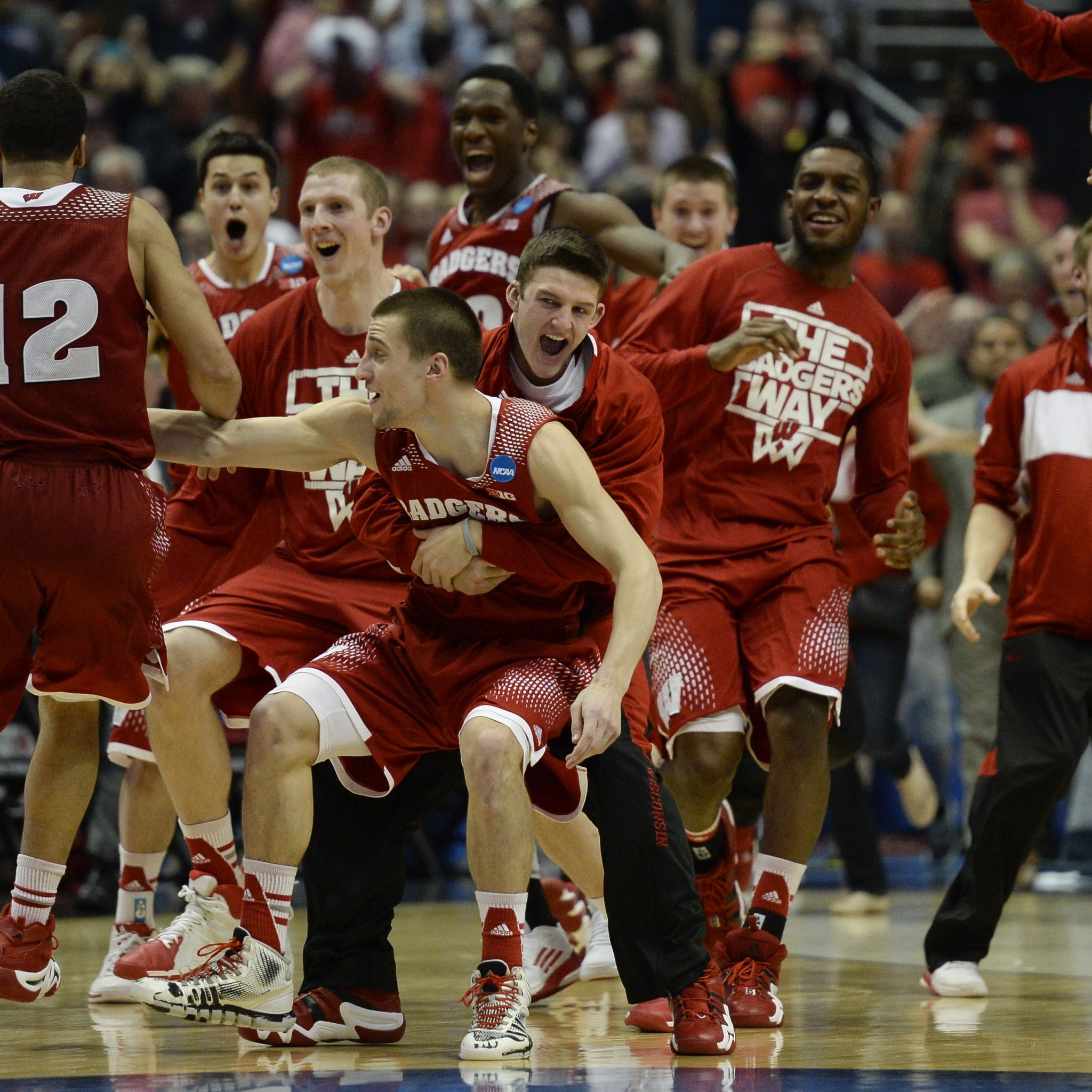 Wallpaper wisconsin badgers, versus, arizona wildcats, wisconsin  basketball, elite 8,