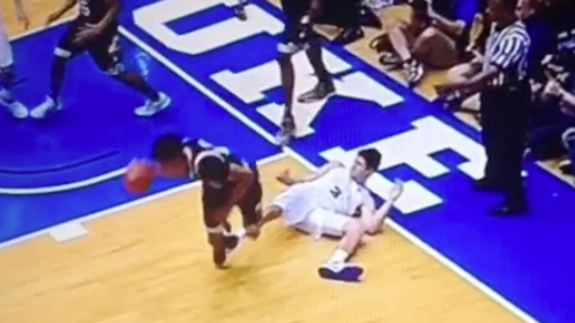 Duke's Grayson Allen earns flagrant foul for intentionally tripping  Louisville player | NCAA Basketball | Sporting News