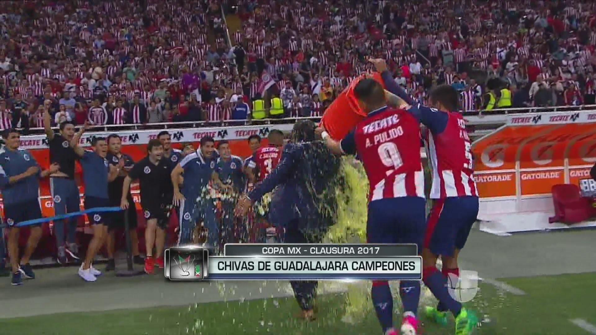 El plantel agradeció un nuevo trofeo   Chivas Pasión – Sitio No Oficial del  Club Deportivo Guadalajara