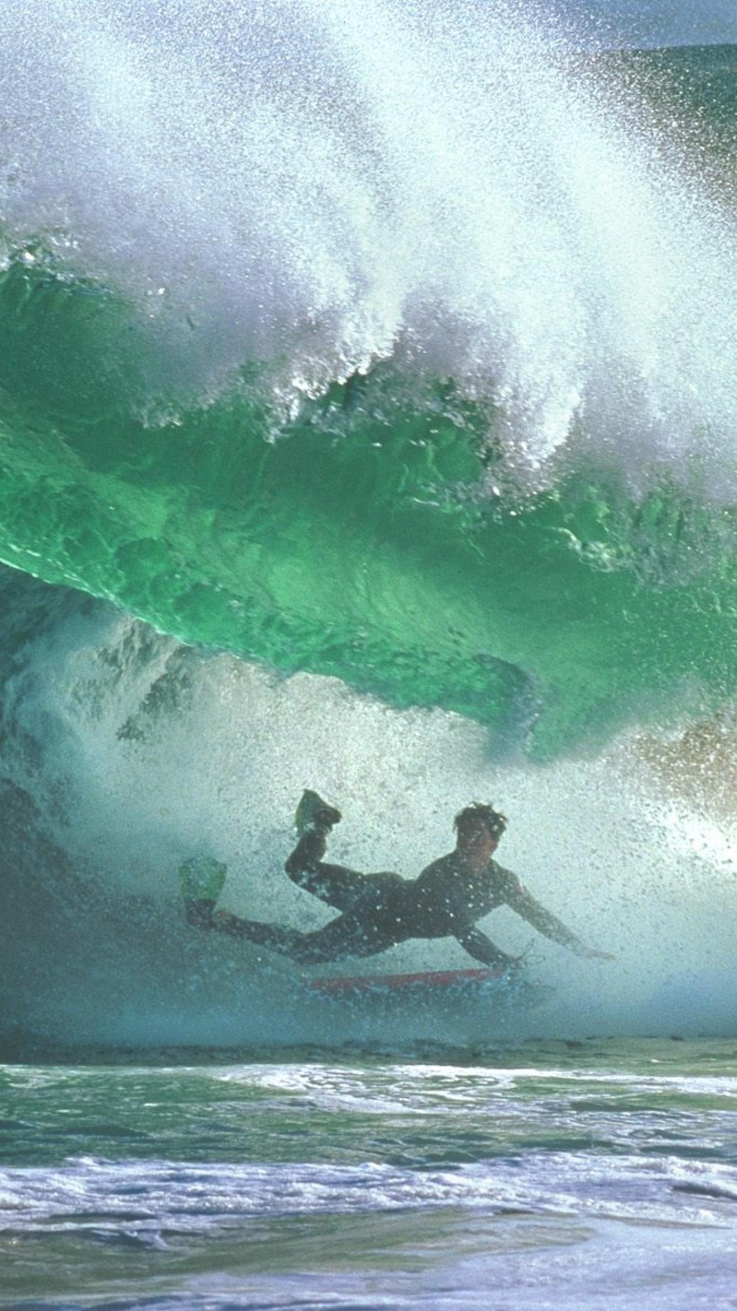 Wallpaper surfing, under water, wave, guy