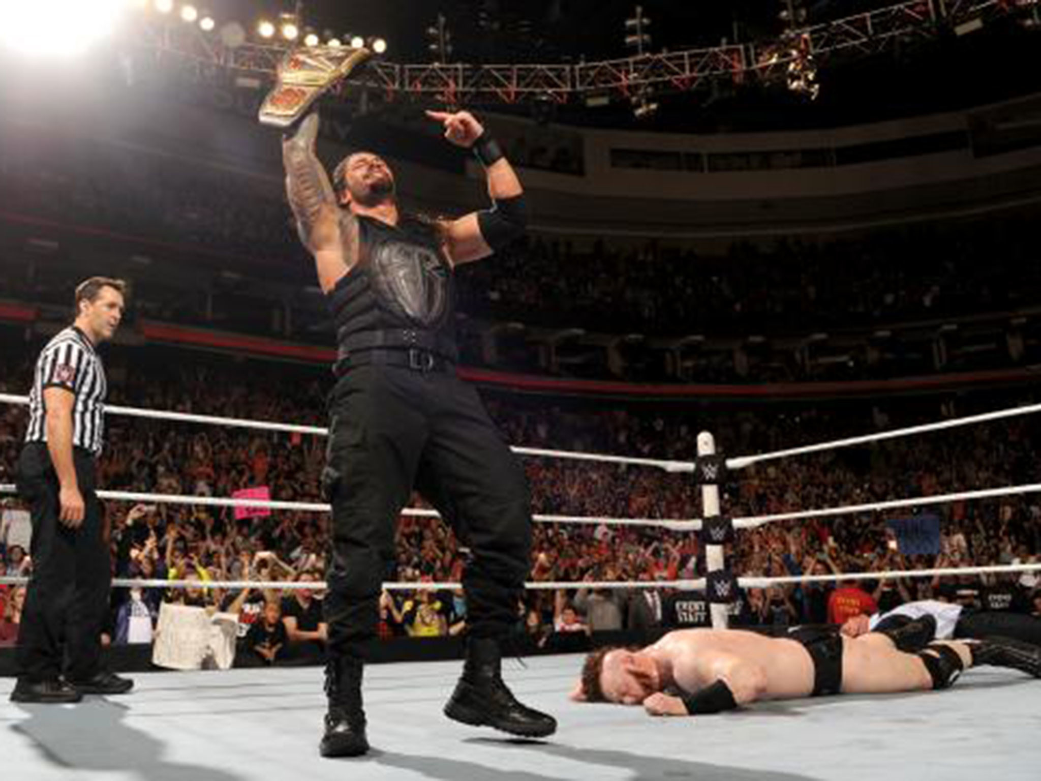 WWE Raw results: Roman Reigns wins WWE title from Sheamus a day after TLC  loss despite Vince McMahon return | The Independent