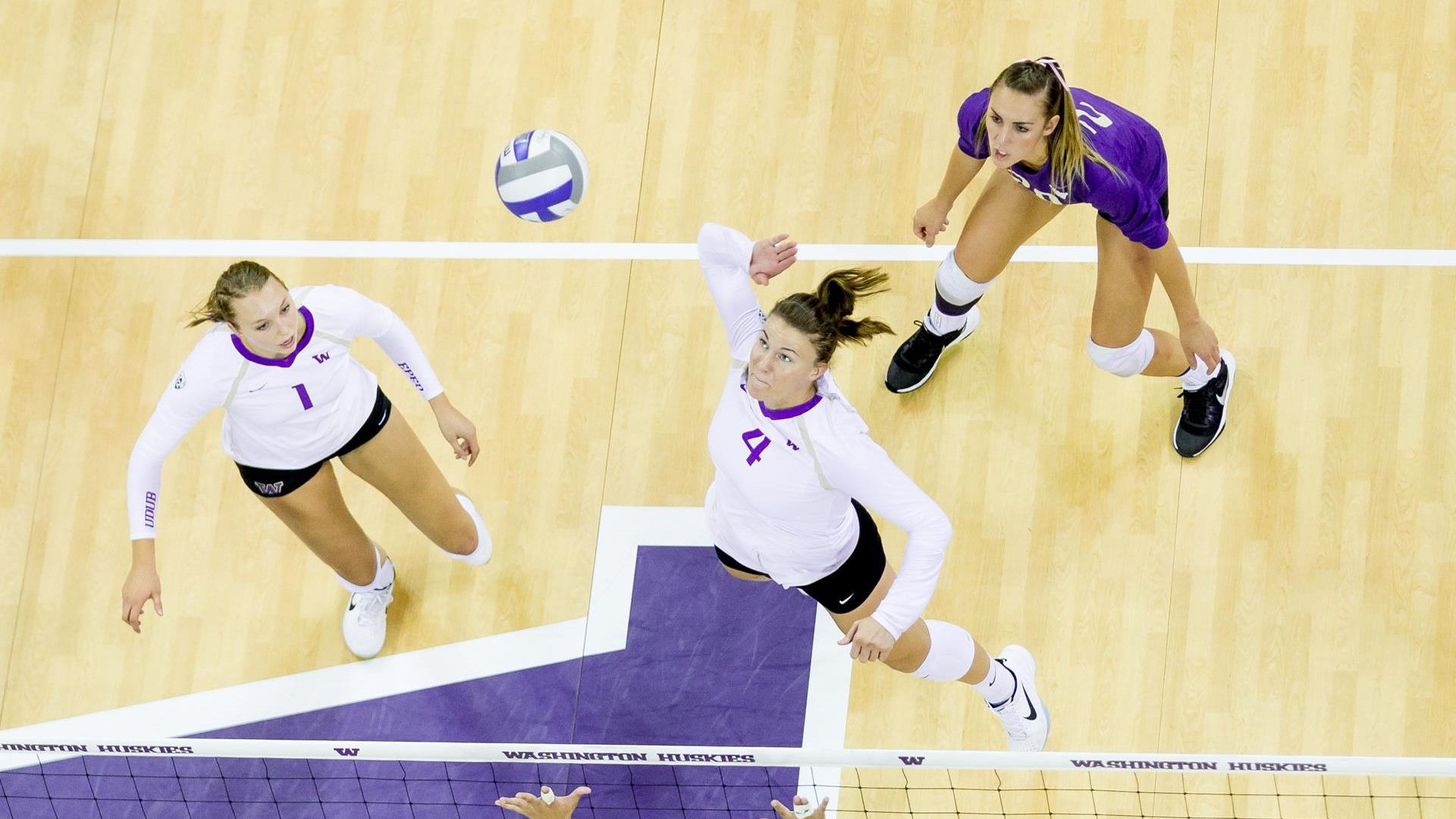 Husky Offense Executes In Sweep Of Mustangs