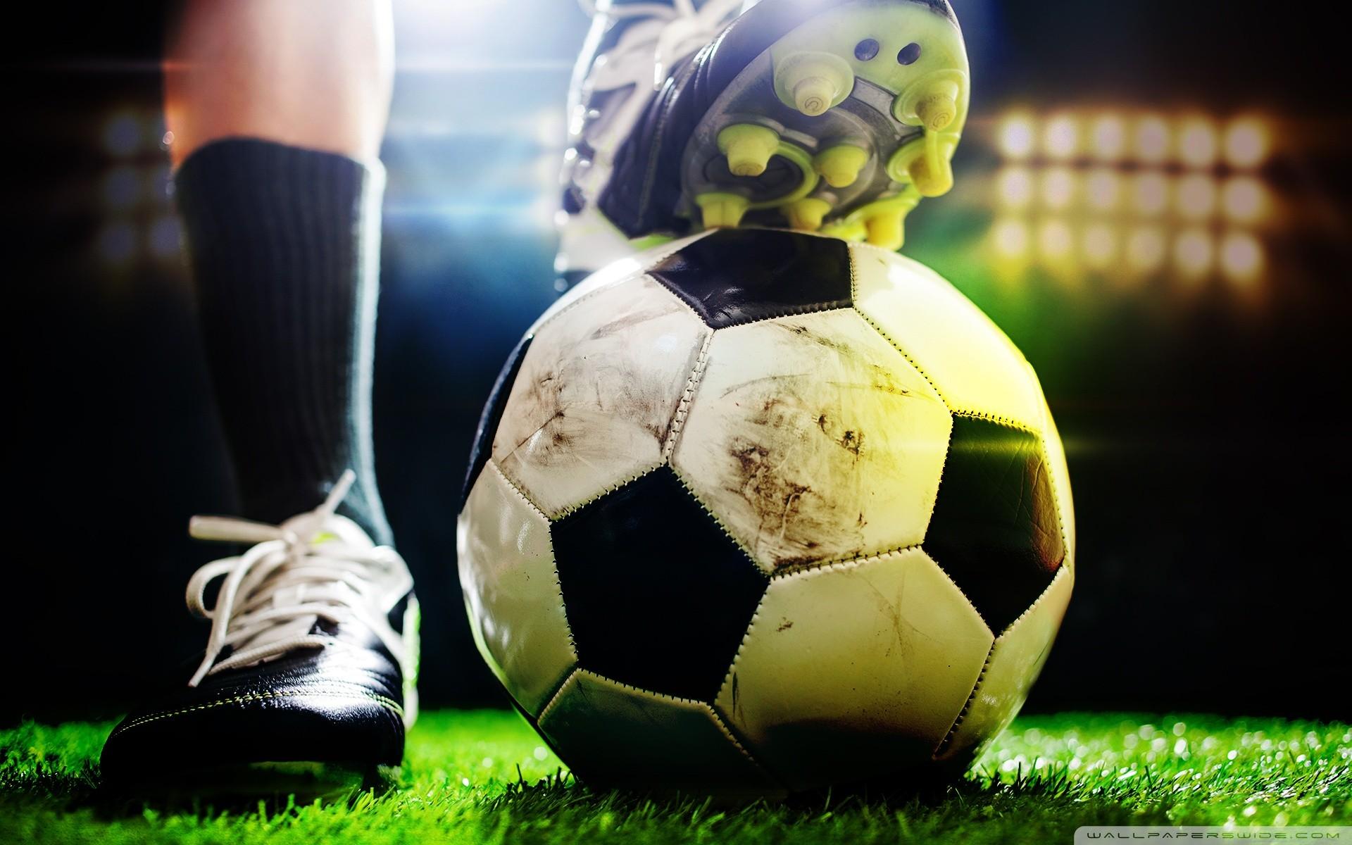 Football Desktop Wallpaper 06876 – Baltana