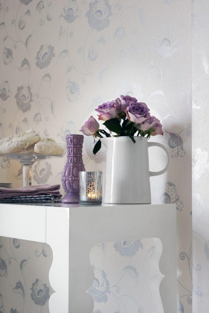 A delicate floral trail wallpaper design in metallic silver and white.