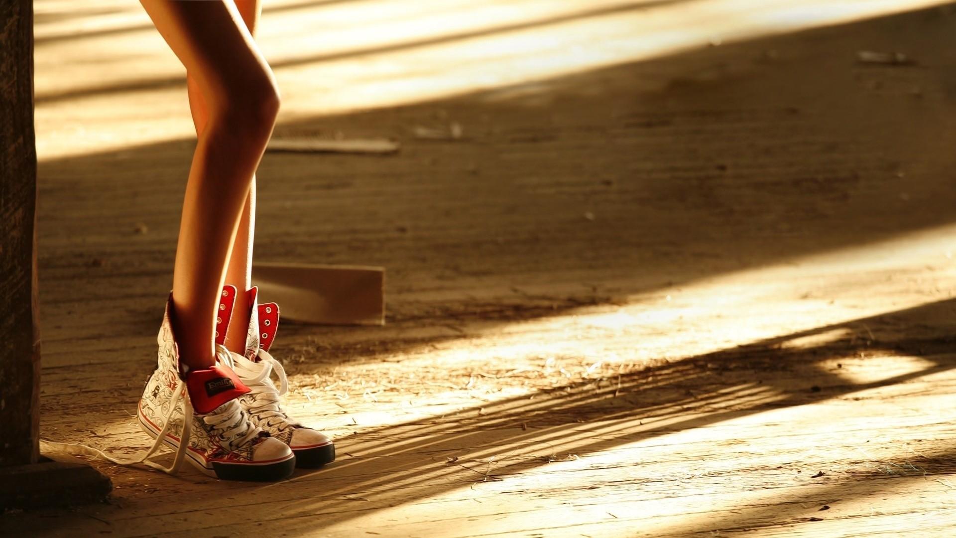 Wallpaper legs, shadows, shoes, wood floor